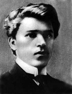 https://upload.wikimedia.org/wikipedia/commons/a/ac/Mykhailo_Drai-Khmara_in_1910.jpg
