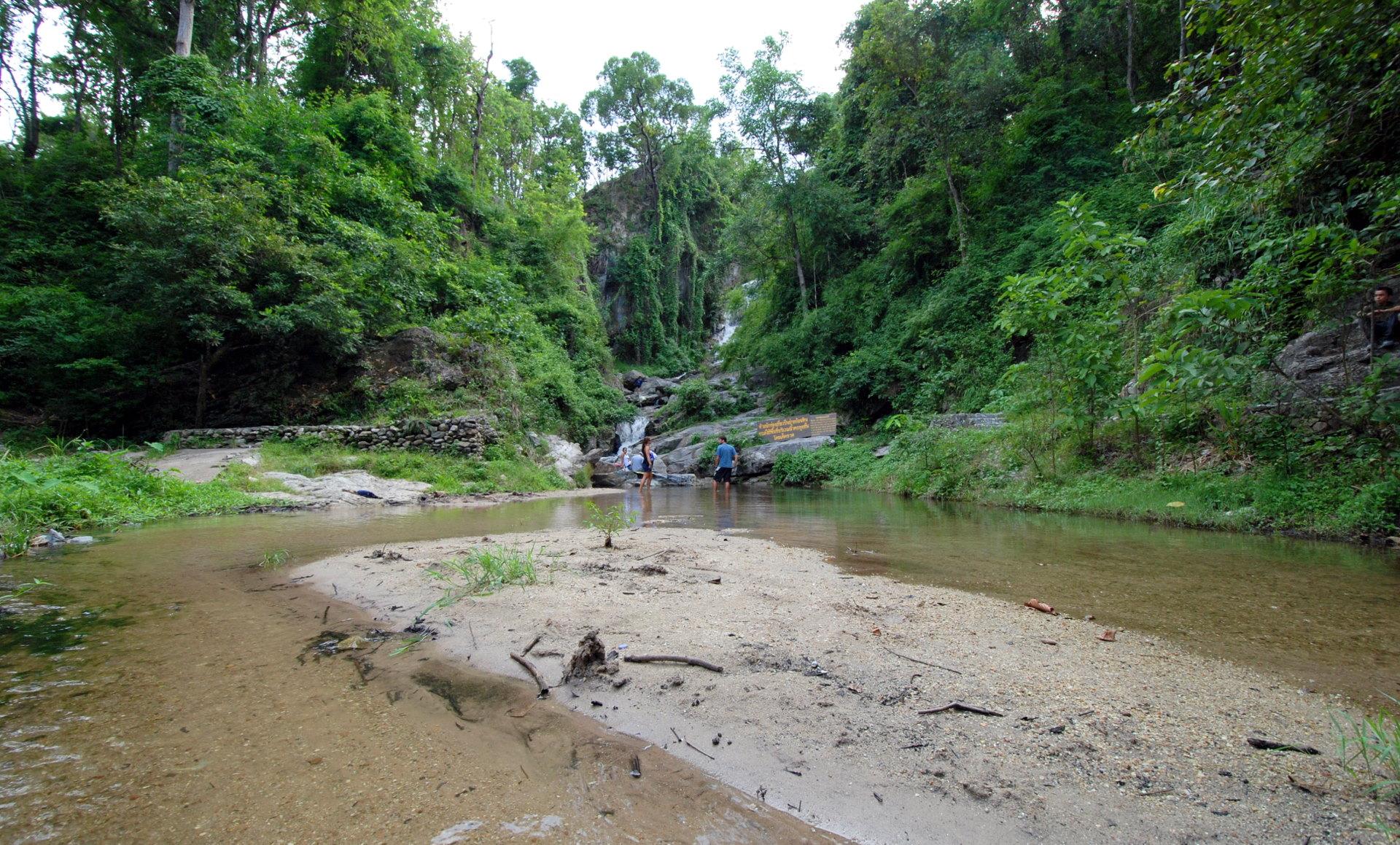 File:Nam tok huai kaeo 03 lower reaches rainy season.JPG ...