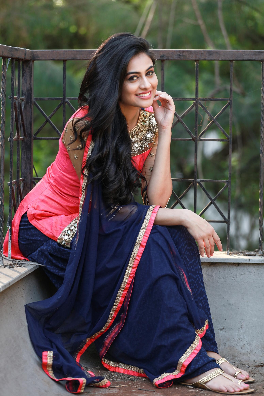 Bengali Item Aunty  Hot Desi Aunty Actress Girls Images