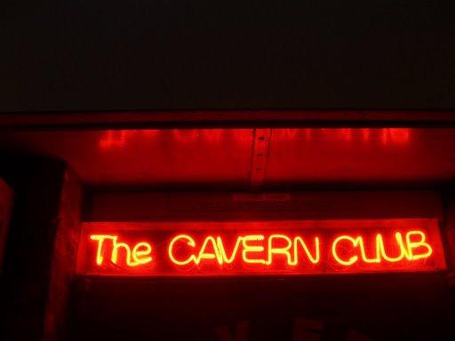 Archivo:Neon de The Cavern.jpg