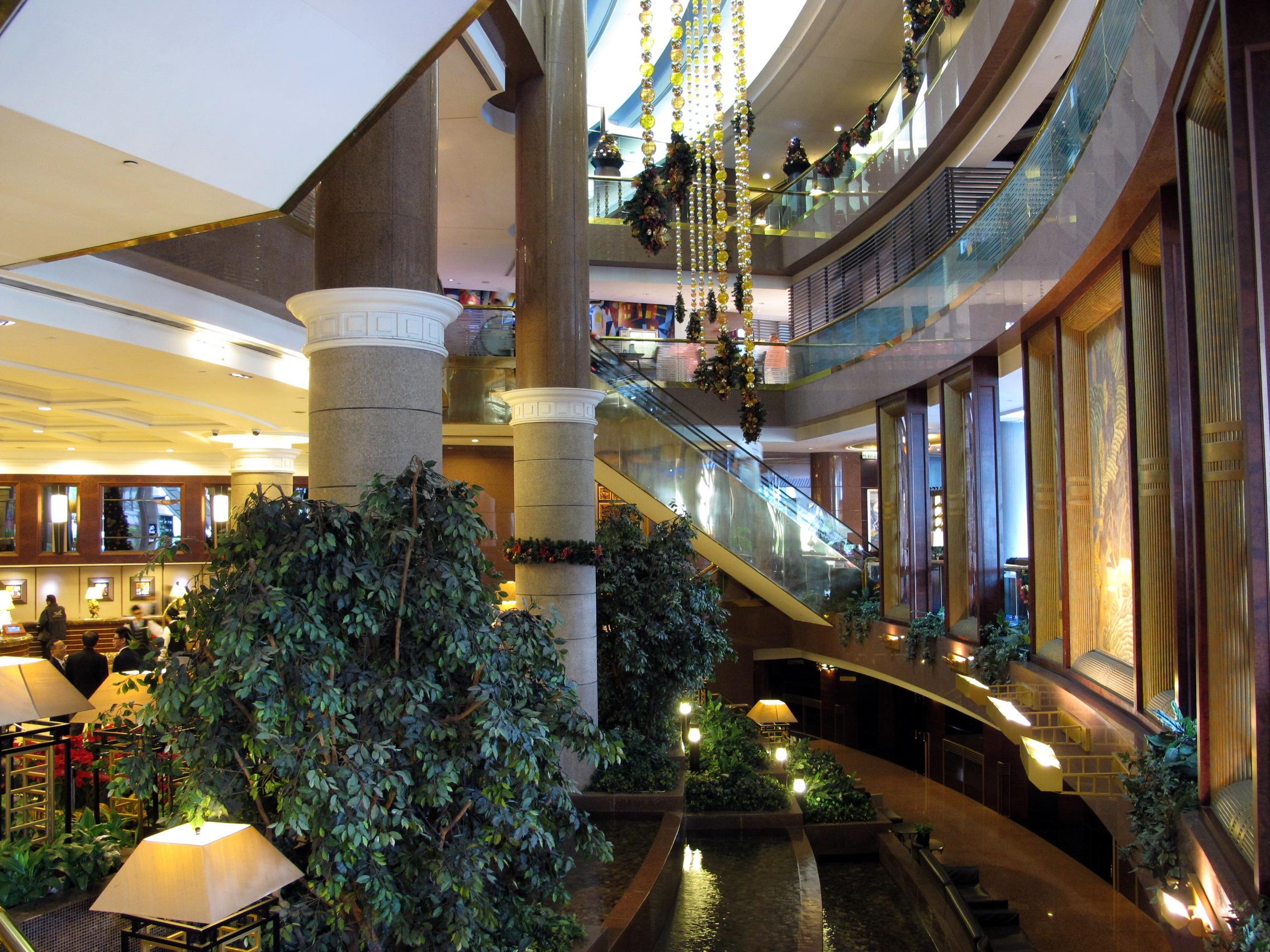 File:New World Millennium Hong Kong Hotel Lobby 201212.jpg - 维基百科,自由的百科全书