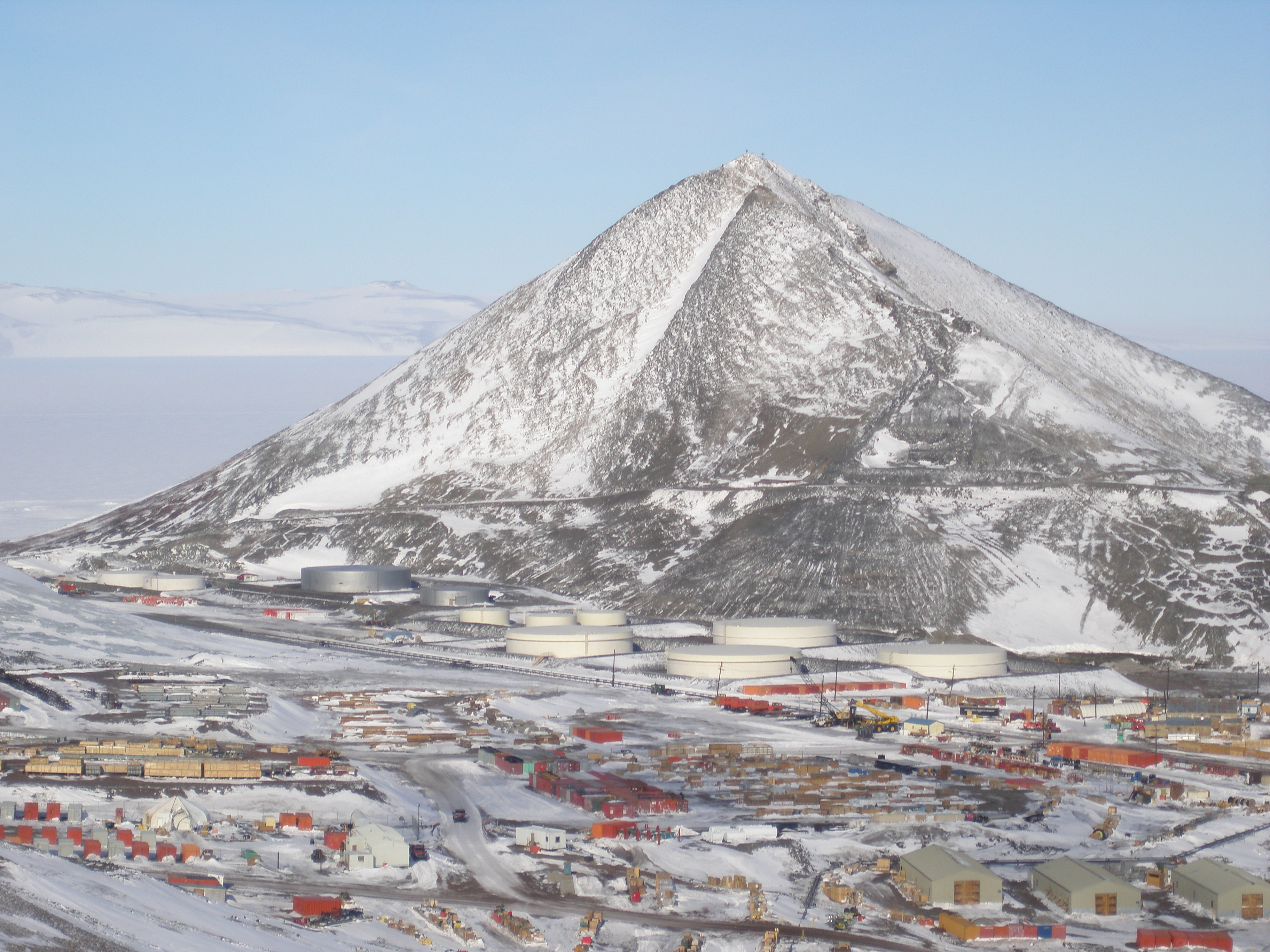 File ob hill and mcmurdo wikimedia commons for Best mountain towns to live and work