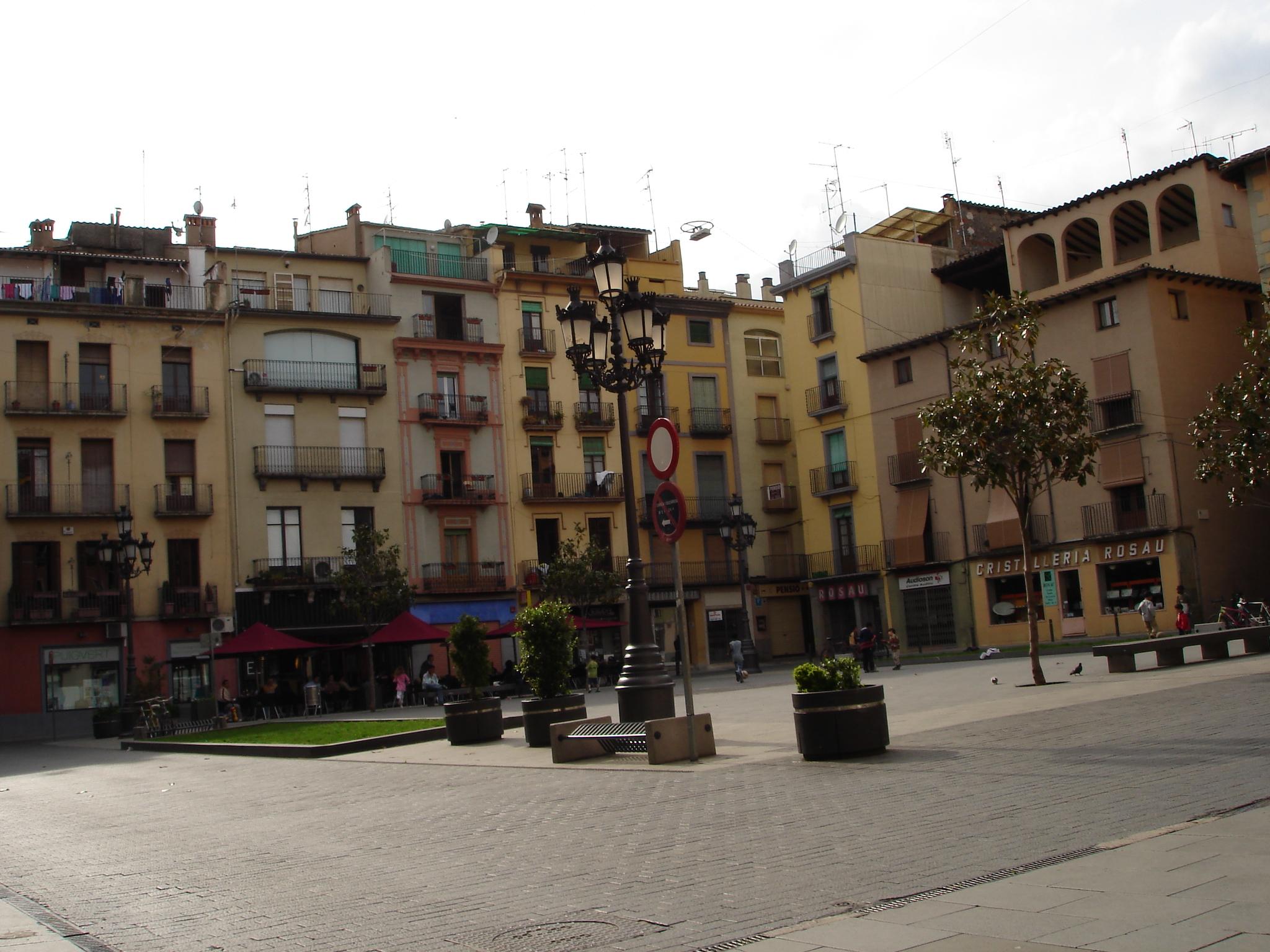 Resultado de imagen de plaça del mercat olot