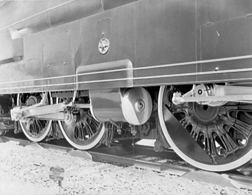 Closeup of the second set of cylinders on the PRR S1.