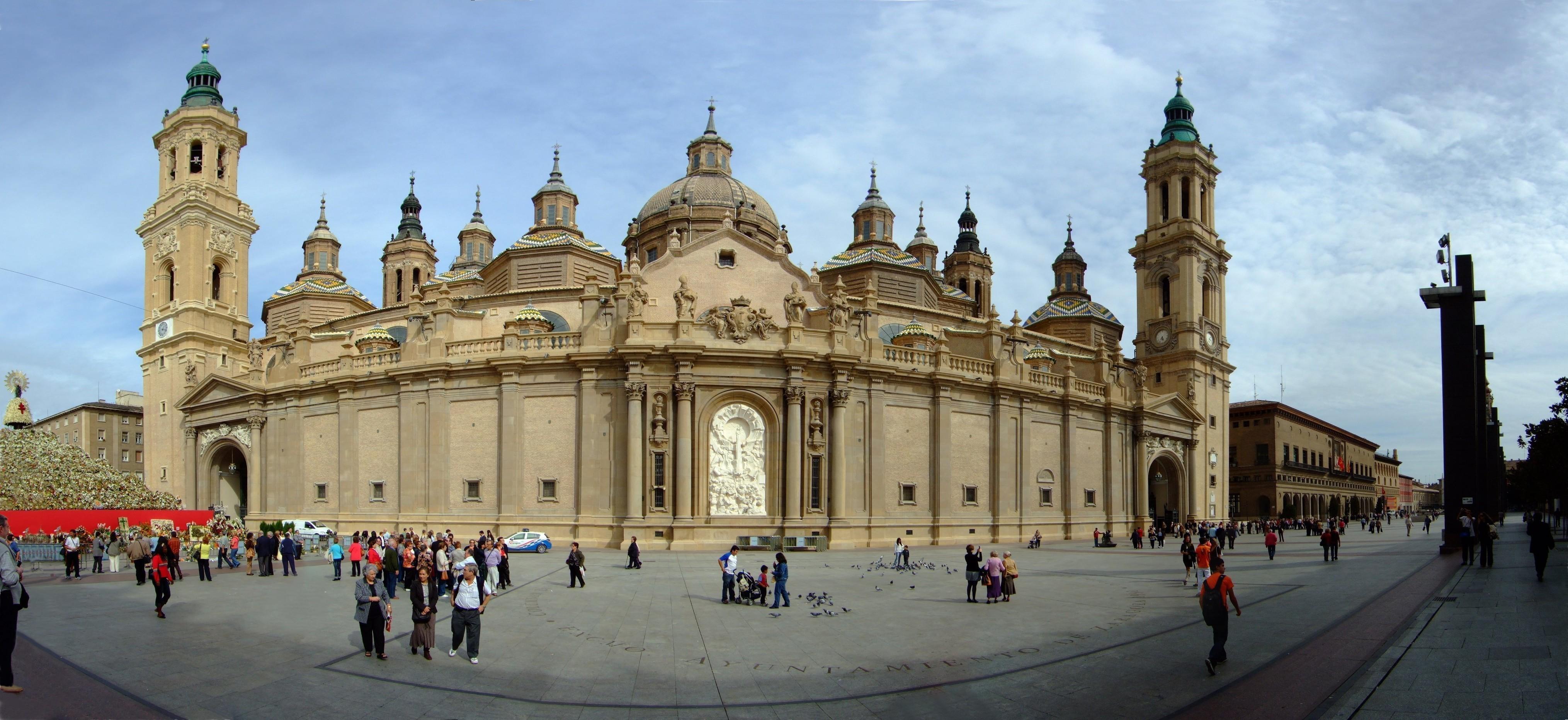File:Panorámica de la Catedral-Basílica de Nuestra Señora del Pilar.jpg - Wik...