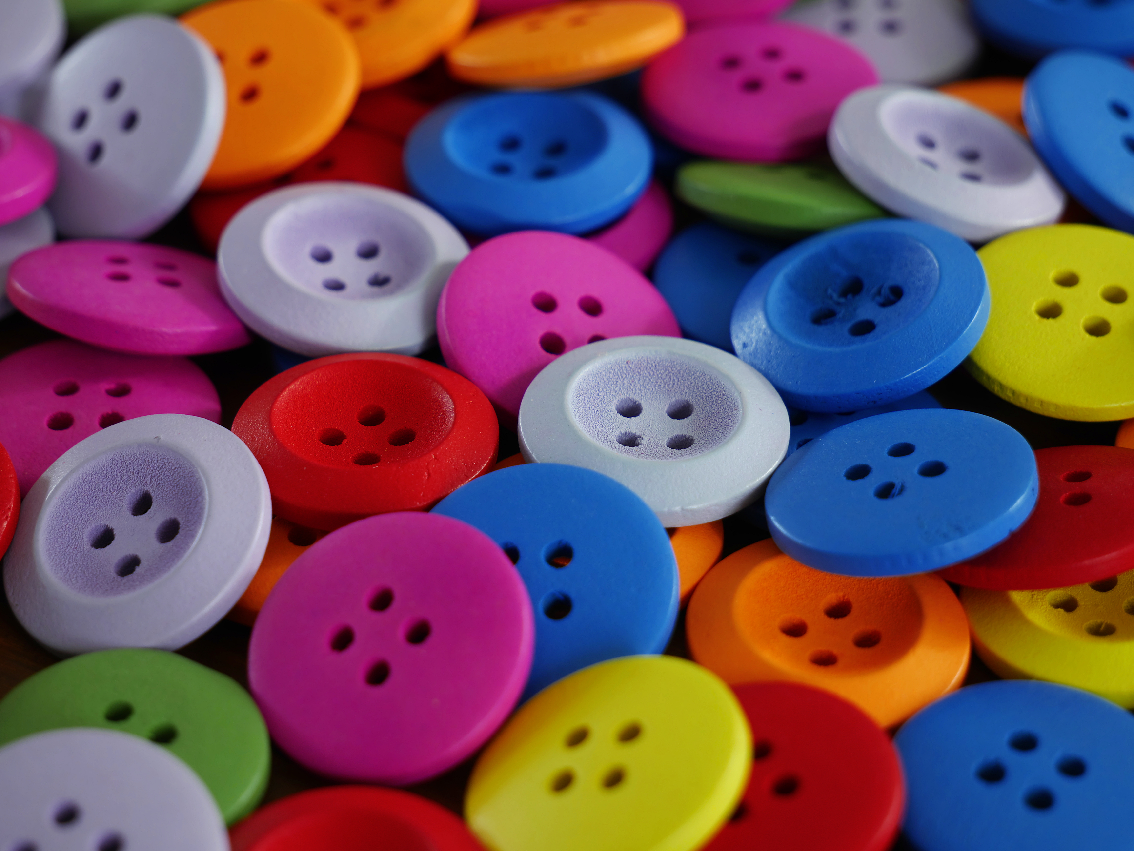 File:Plastic buttons 20190306 jpg - Wikimedia Commons