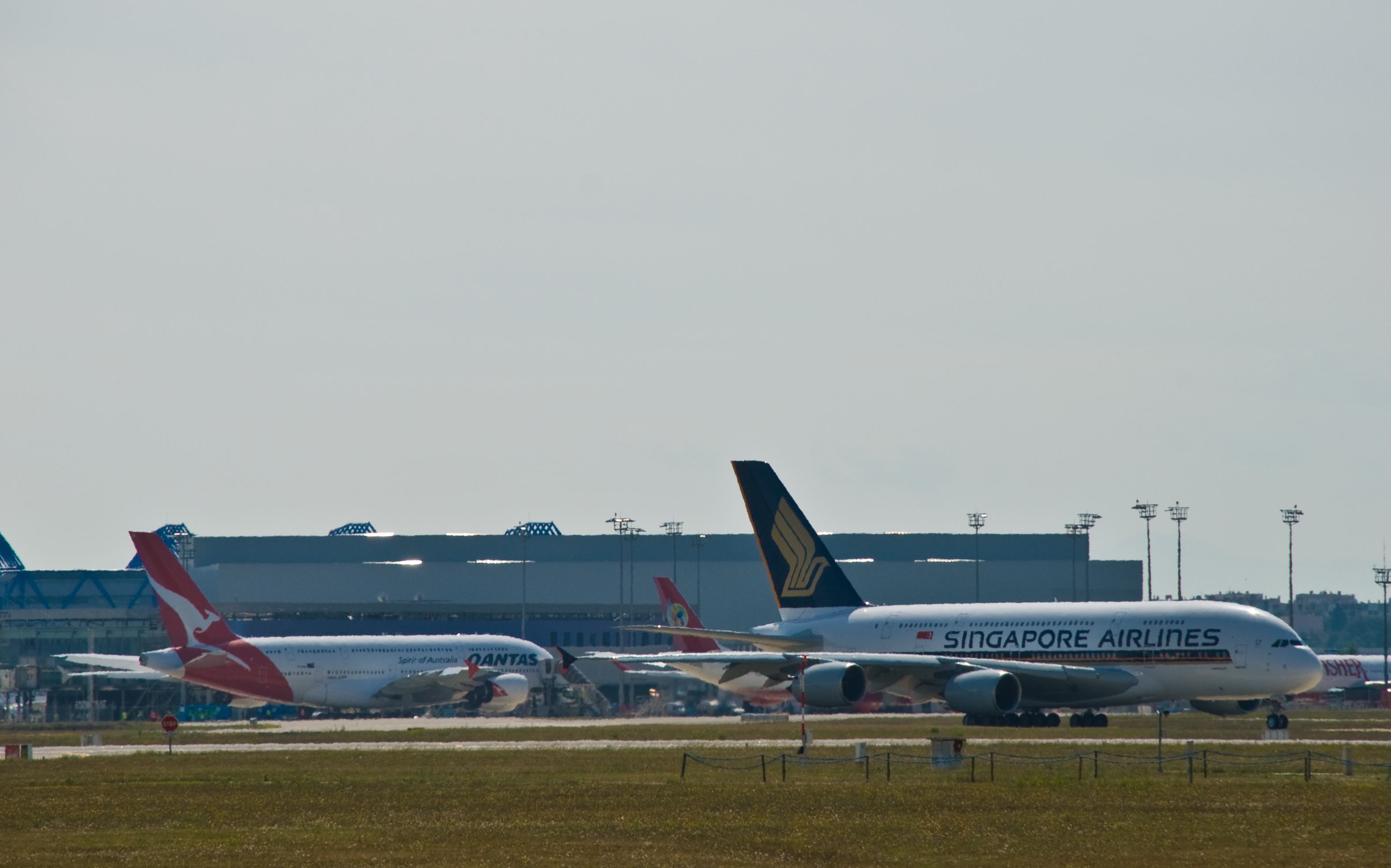 File:Qantas and Singapore Airlines Airbus A380 at TBIA.jpg ...
