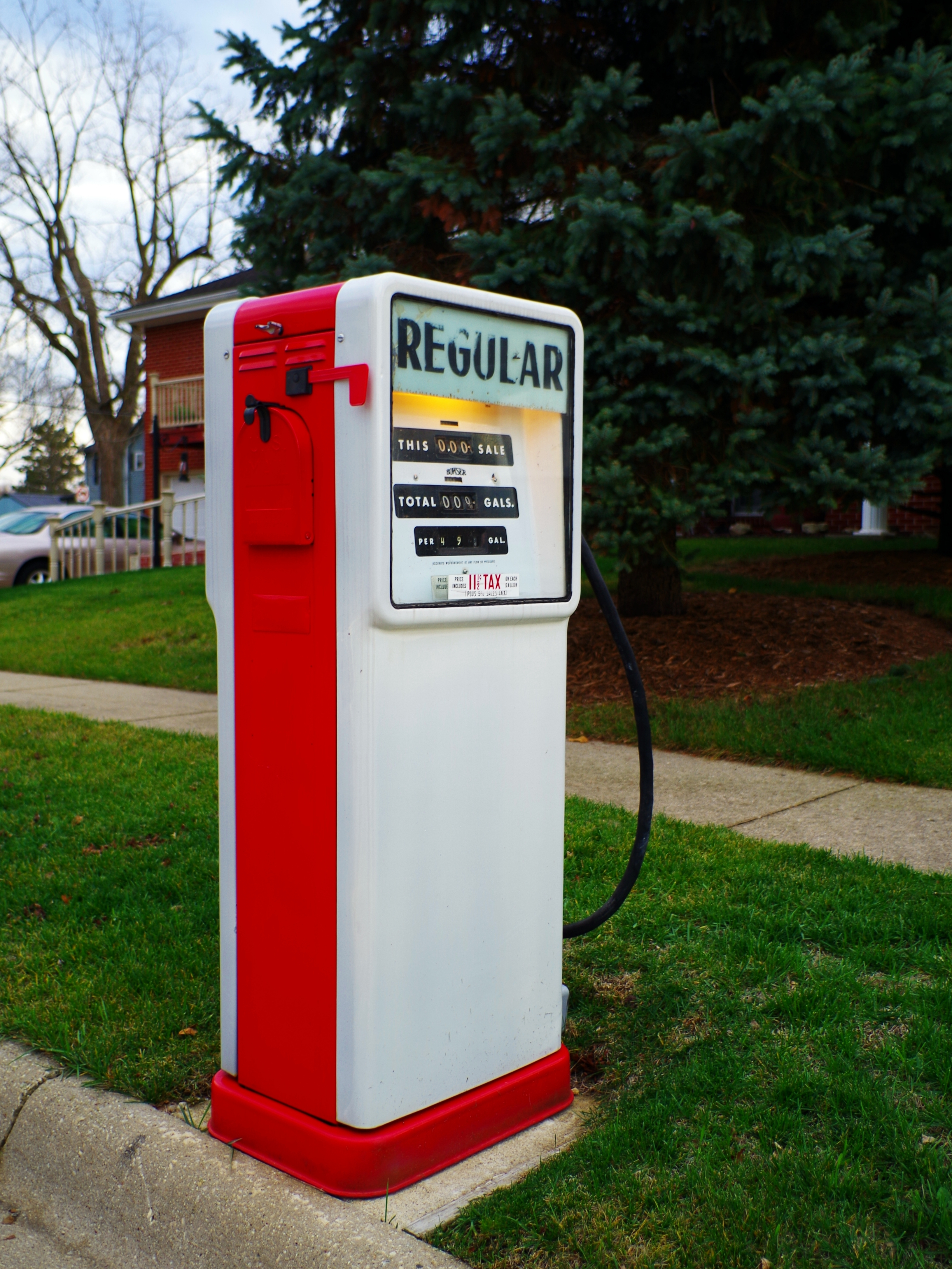 File:Regular Gas pump converted to US Mailbox (8197537309).jpg ...