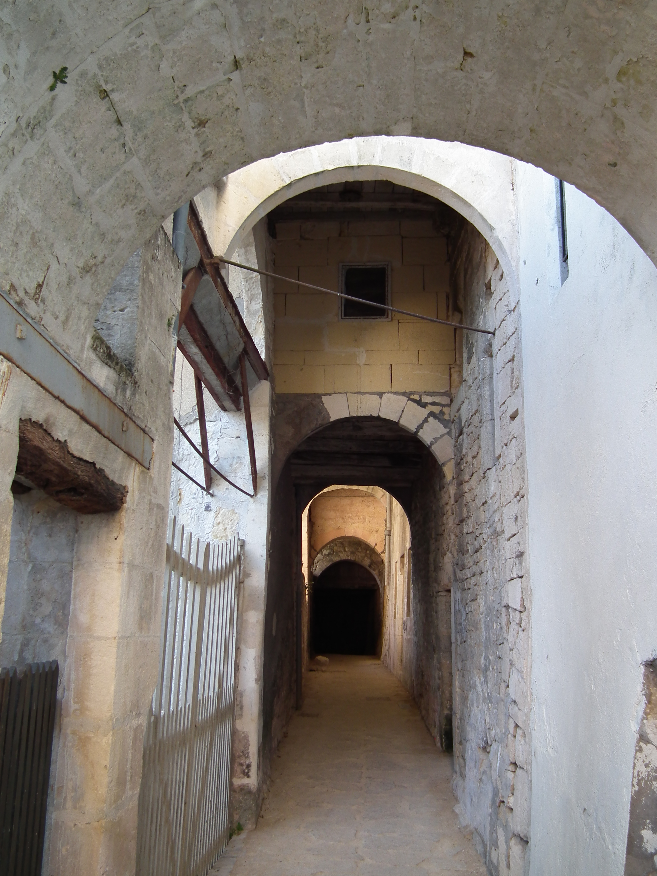 Fichier:Ruelle médiévale à Jonzac, rue de Champagnac.jpg ...