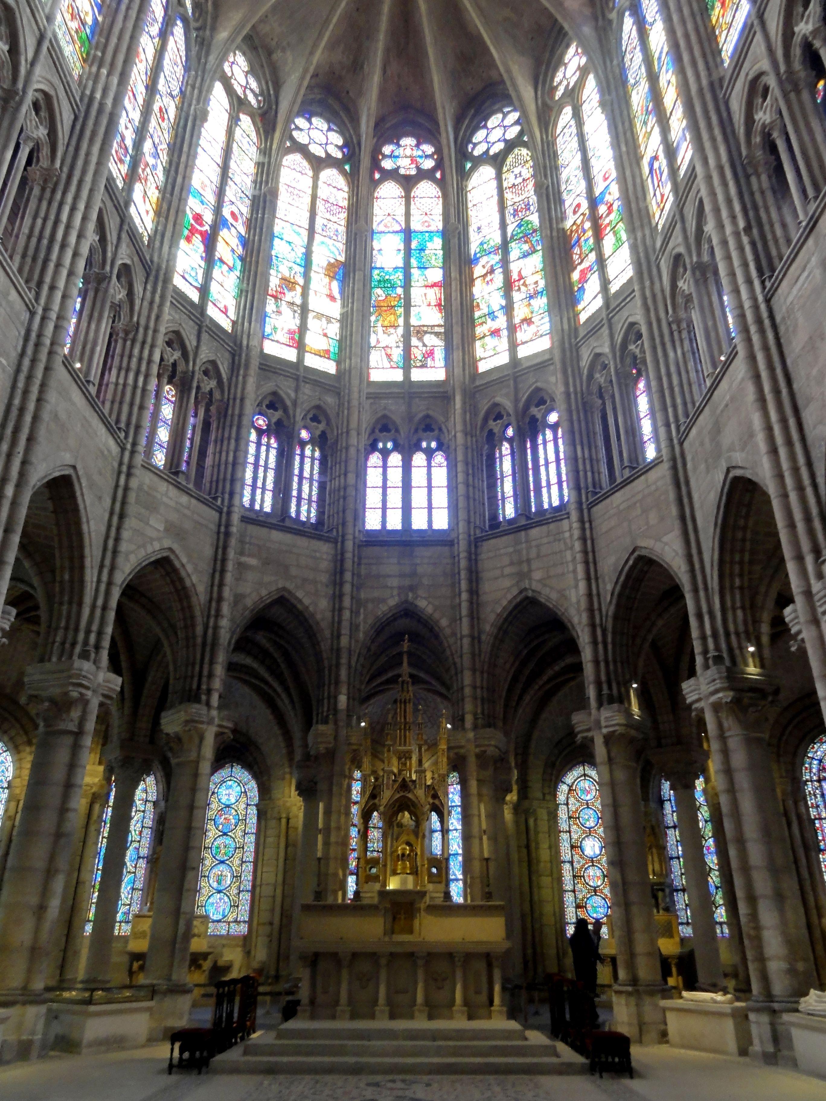 Saint Denis Gard: File:Saint-Denis (93), Basilique, Abside 1.jpg
