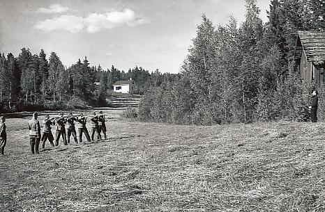 Execution of a Soviet infiltrator by a Finnish firing squad during the Continuation War. Finland. 1941-1944. [466x305]