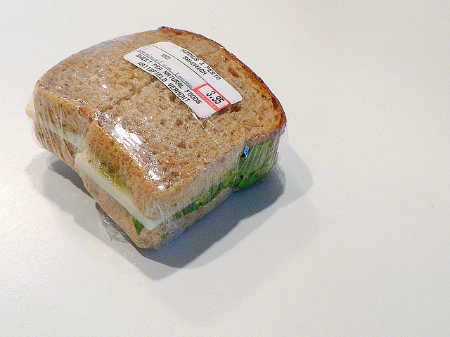 File:Sandwich Cling film.jpg