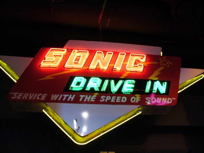 File:Sonic Neon Sign, OK History Center.jpg - Wikimedia Commons