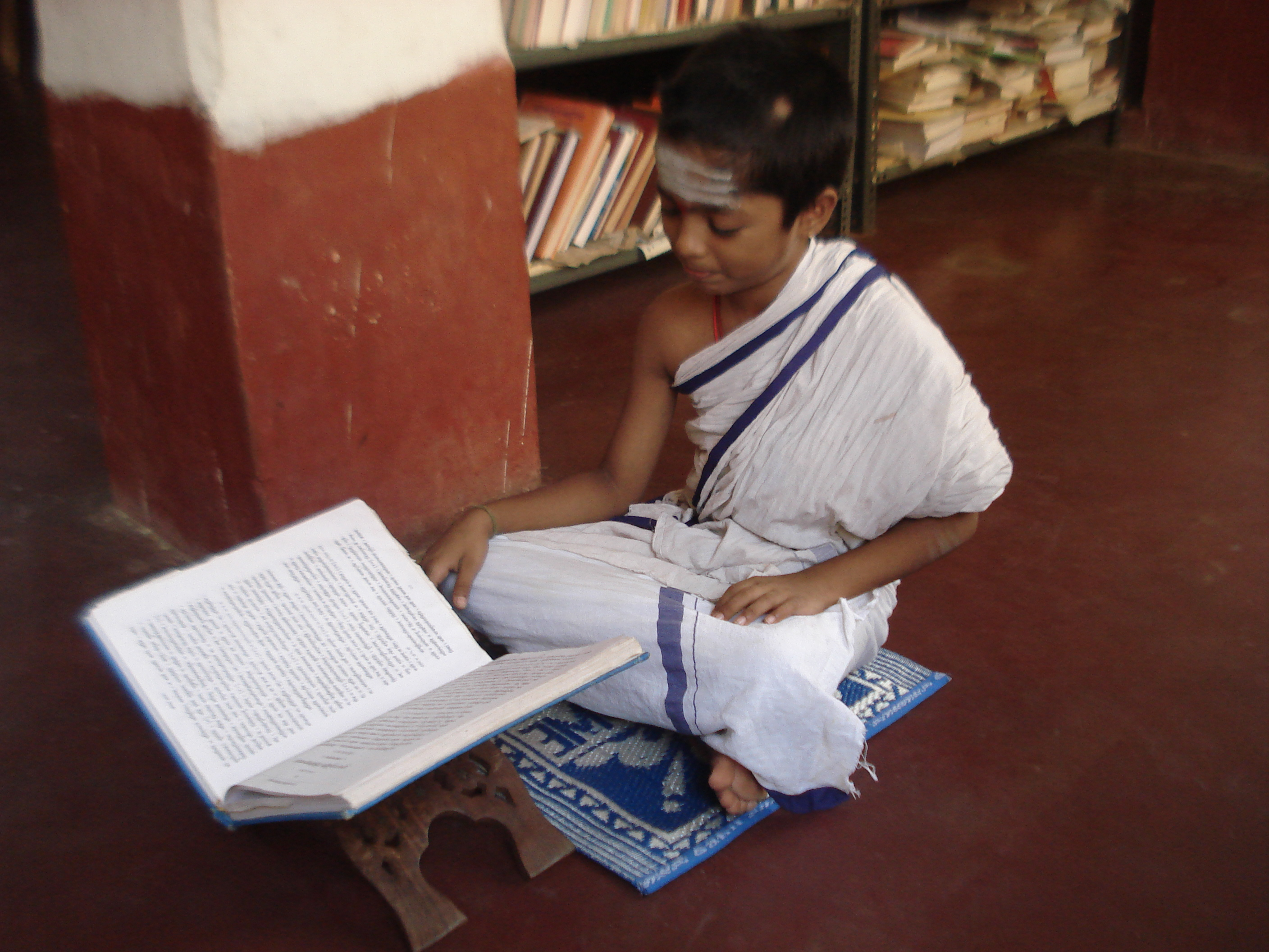 English: Student learning Veda. Location: Nach...