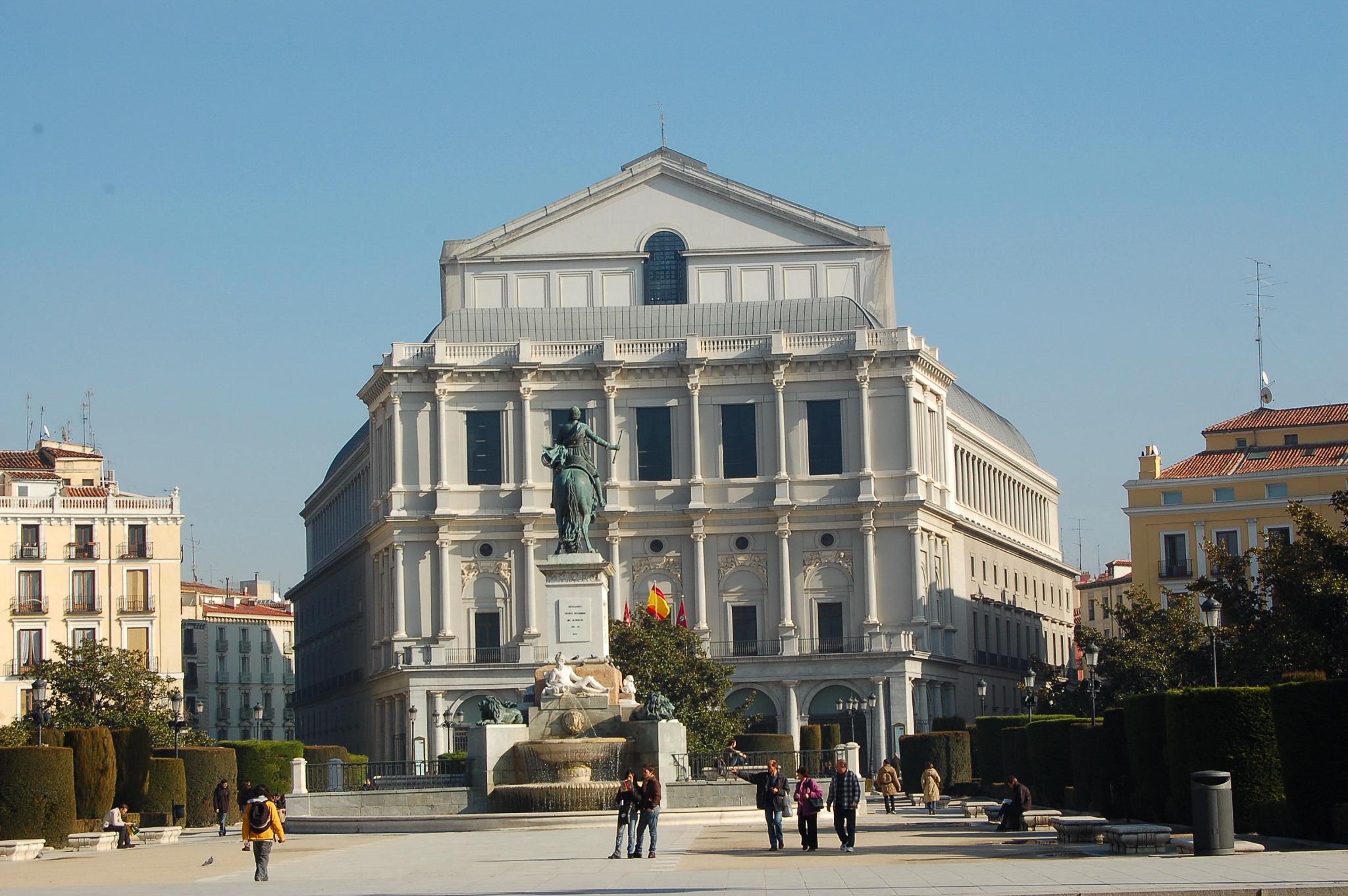 Teatro Real - panoramio - Michael Paraskevas.jpg