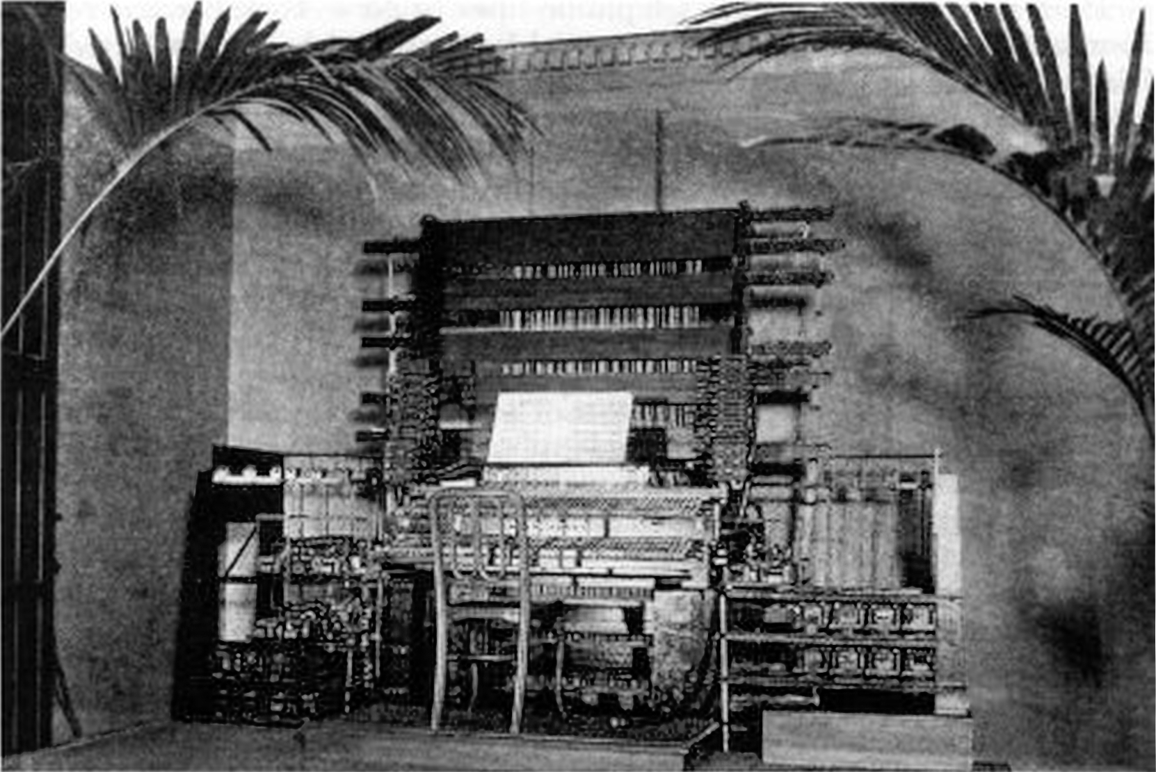 File:Telharmonium console (1897) (zoomed 400%, sharper).jpg - Wikimedia  Commons