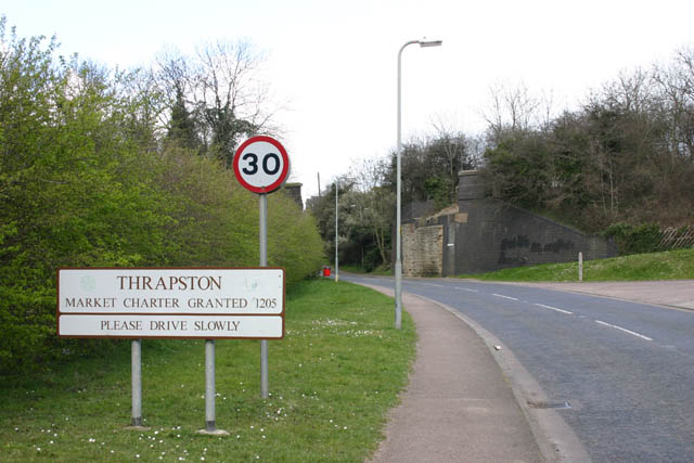 File:Thrapston border in Midland Road - geograph.org.uk - 373369.jpg