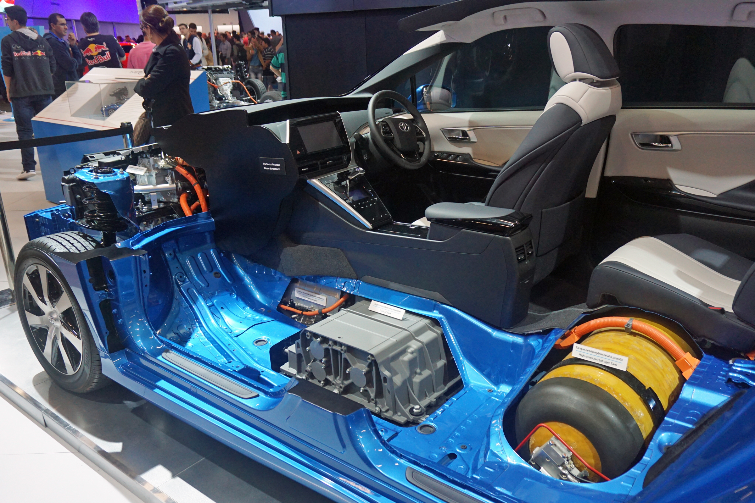 File Toyota Mirai Fuel Cell Stack And Hydrogen Tank Sao 2016 9037 Jpg