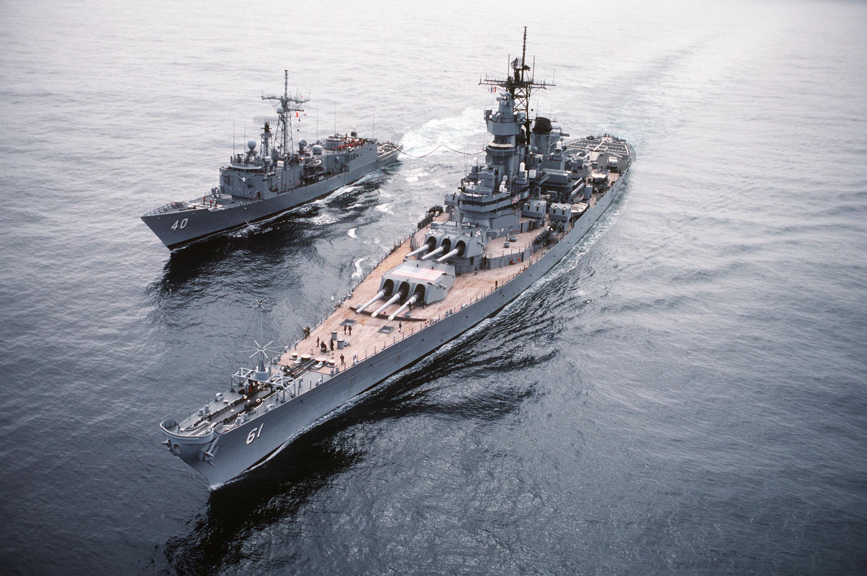 File:USS Iowa - USS Hallyburton - Ocean Safari 85 - DN-ST-86-02523.jpg -  Wikimedia Commons