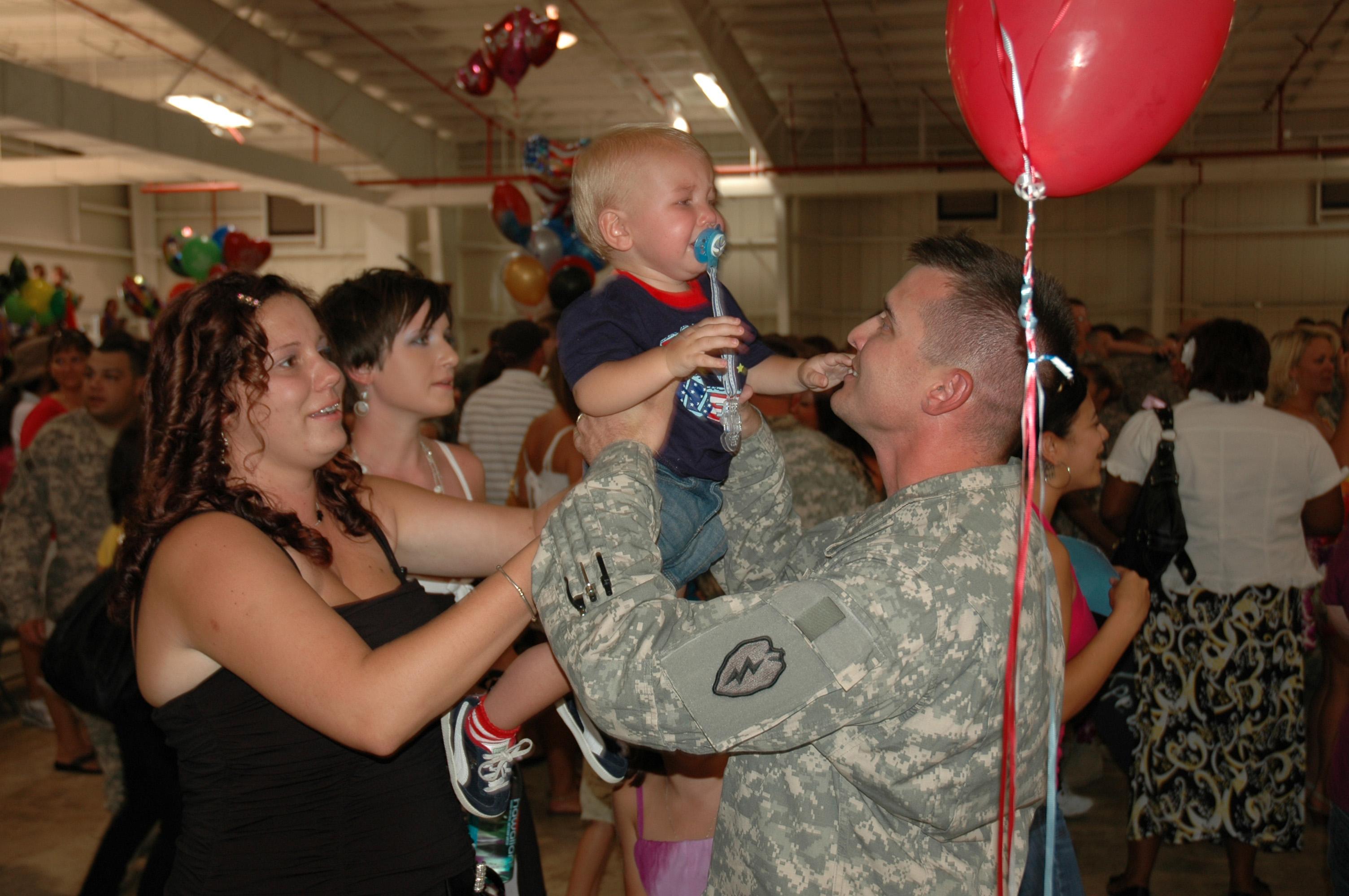 File:US Army 51788 'Broncos' return home to Hawaii.jpg ...