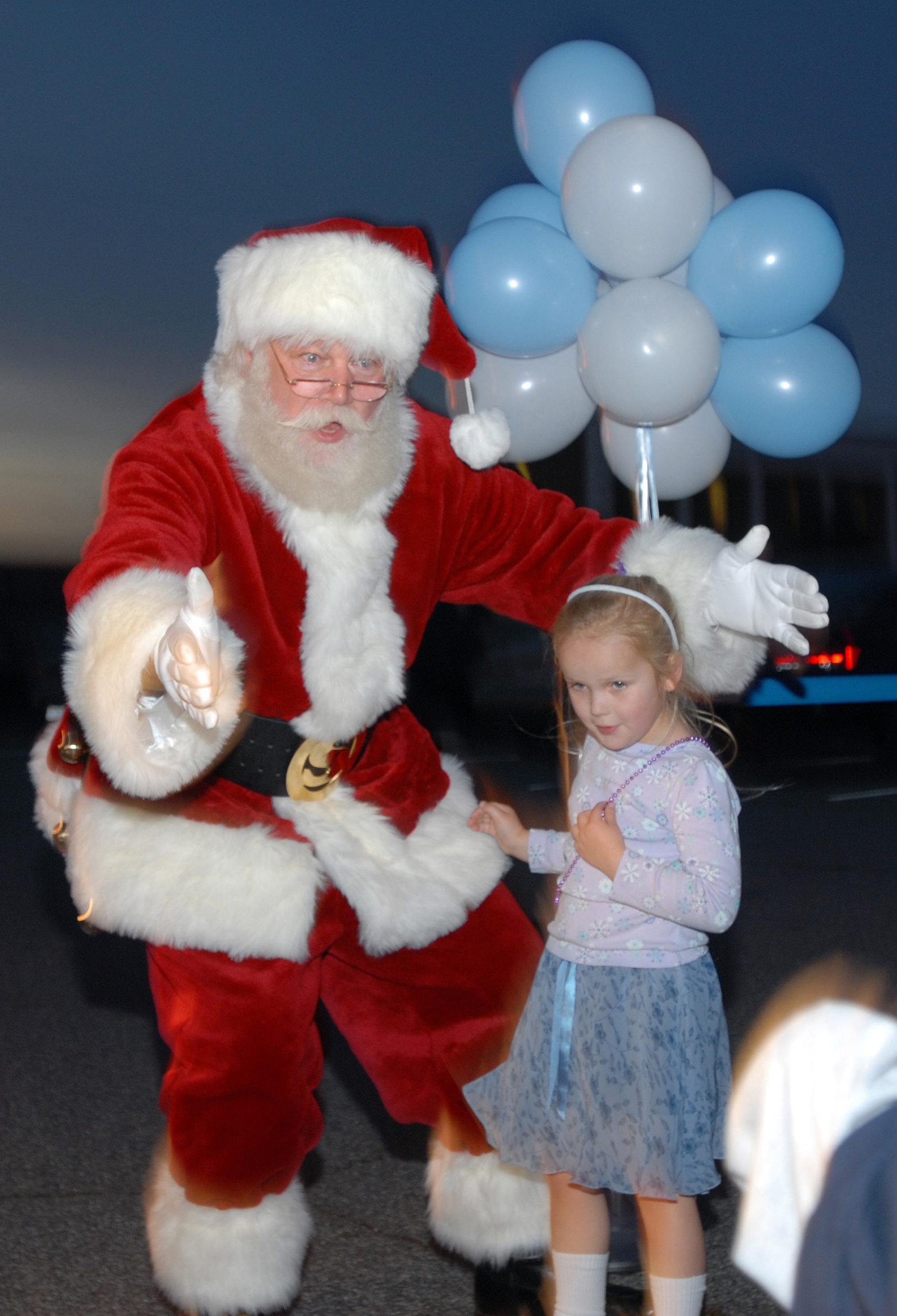 White haired cop is touched when sweet little girl