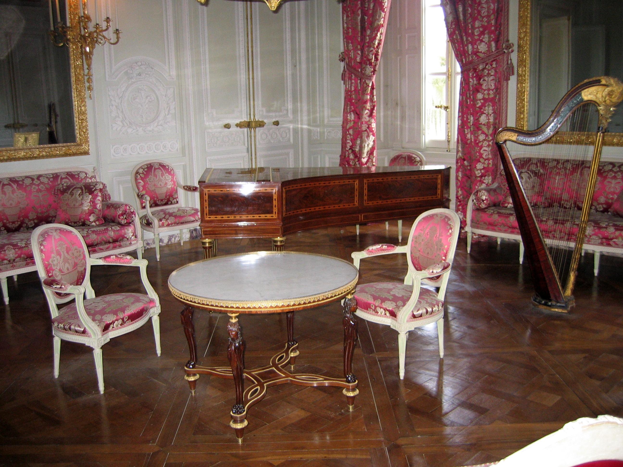 File un salon dans le petit trianon jpg wikipedia for Petit salon moderne