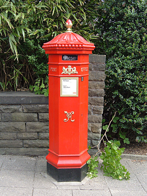 http://upload.wikimedia.org/wikipedia/commons/a/ac/Victorian_pillar_box%2C_Ramsbottom_-_geograph.org.uk_-_813899.jpg