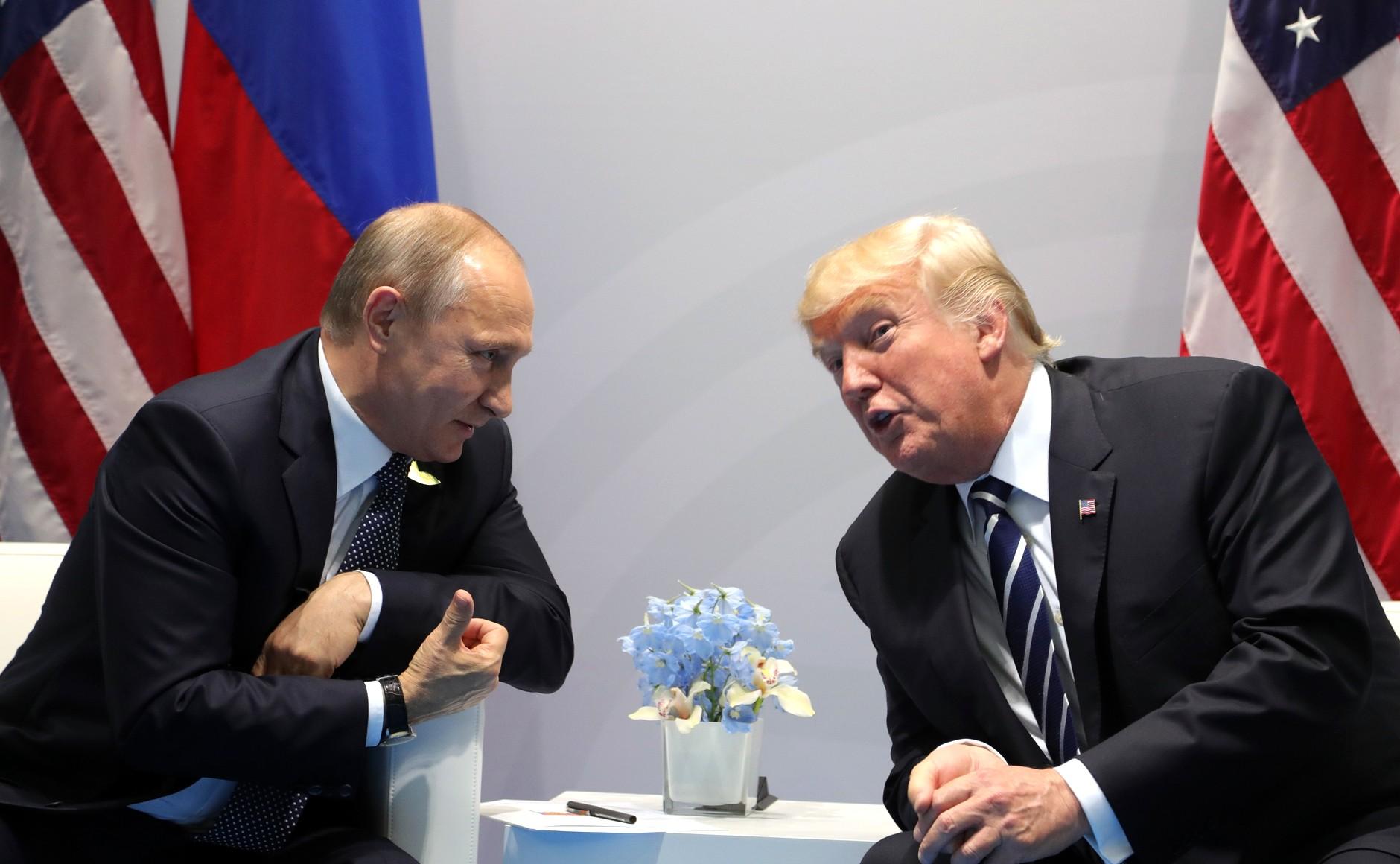 File:Vladimir Putin and Donald Trump at the 2017 G-20 Hamburg ...