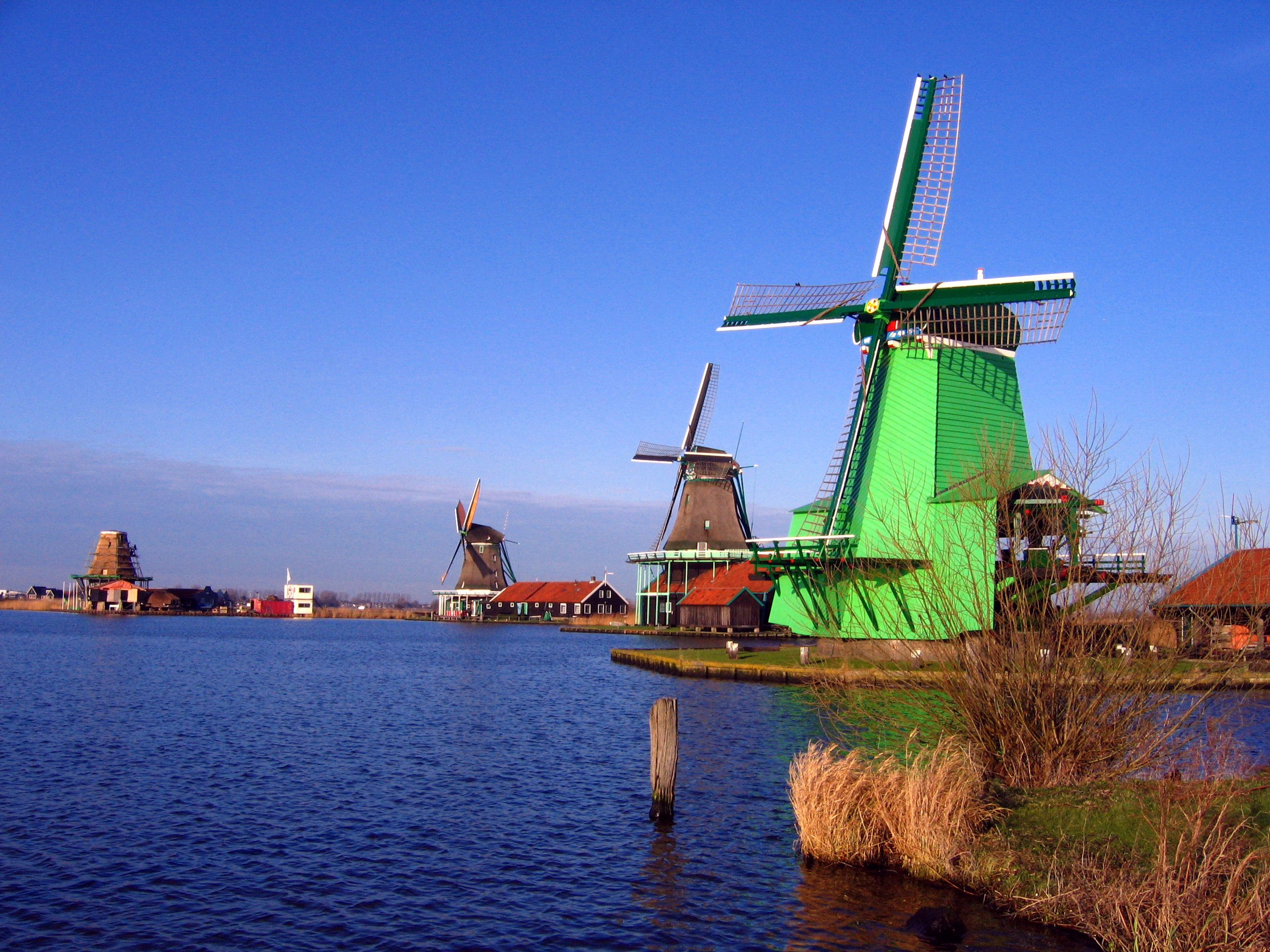 File:Windmills in Zaanse Schans.jpg - Wikimedia Commons