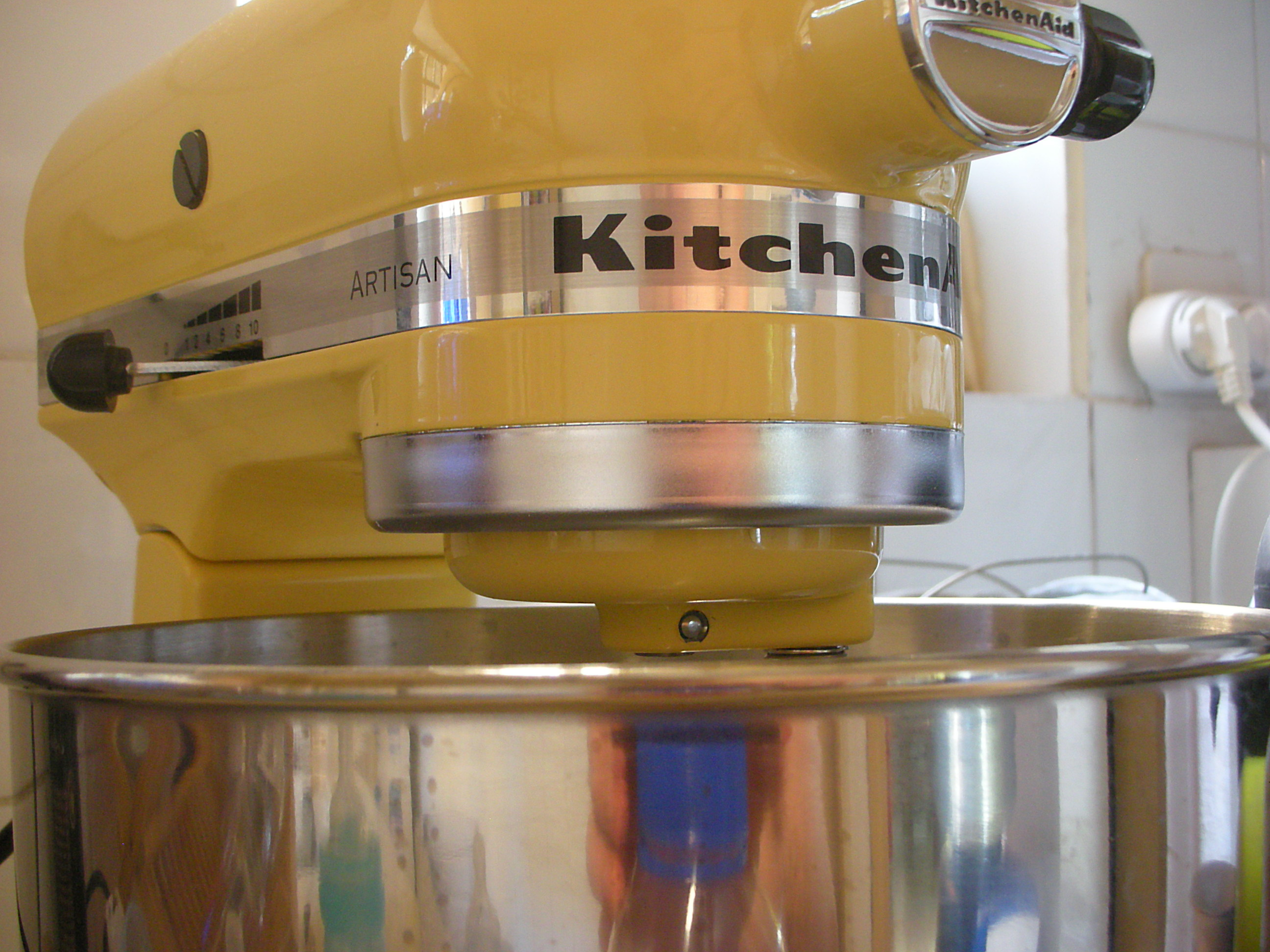File:Yellow KitchenAid Mixer