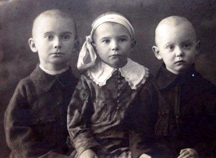 Александр, Августина и Леонид Гайдай, 1920-е годы