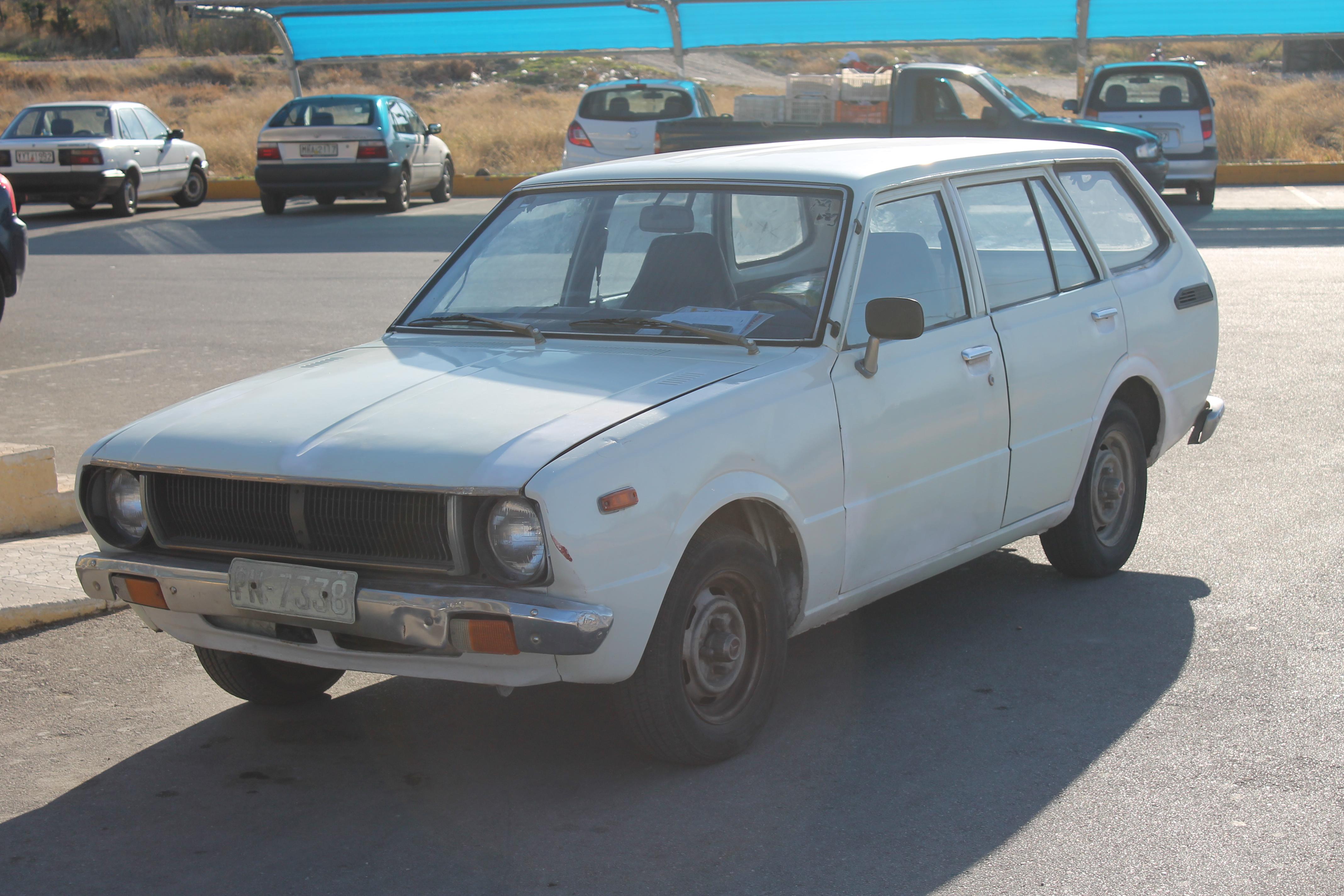 File:1970s Toyota Corolla estate (wagon) 1.2 Deluxe (E30 ...