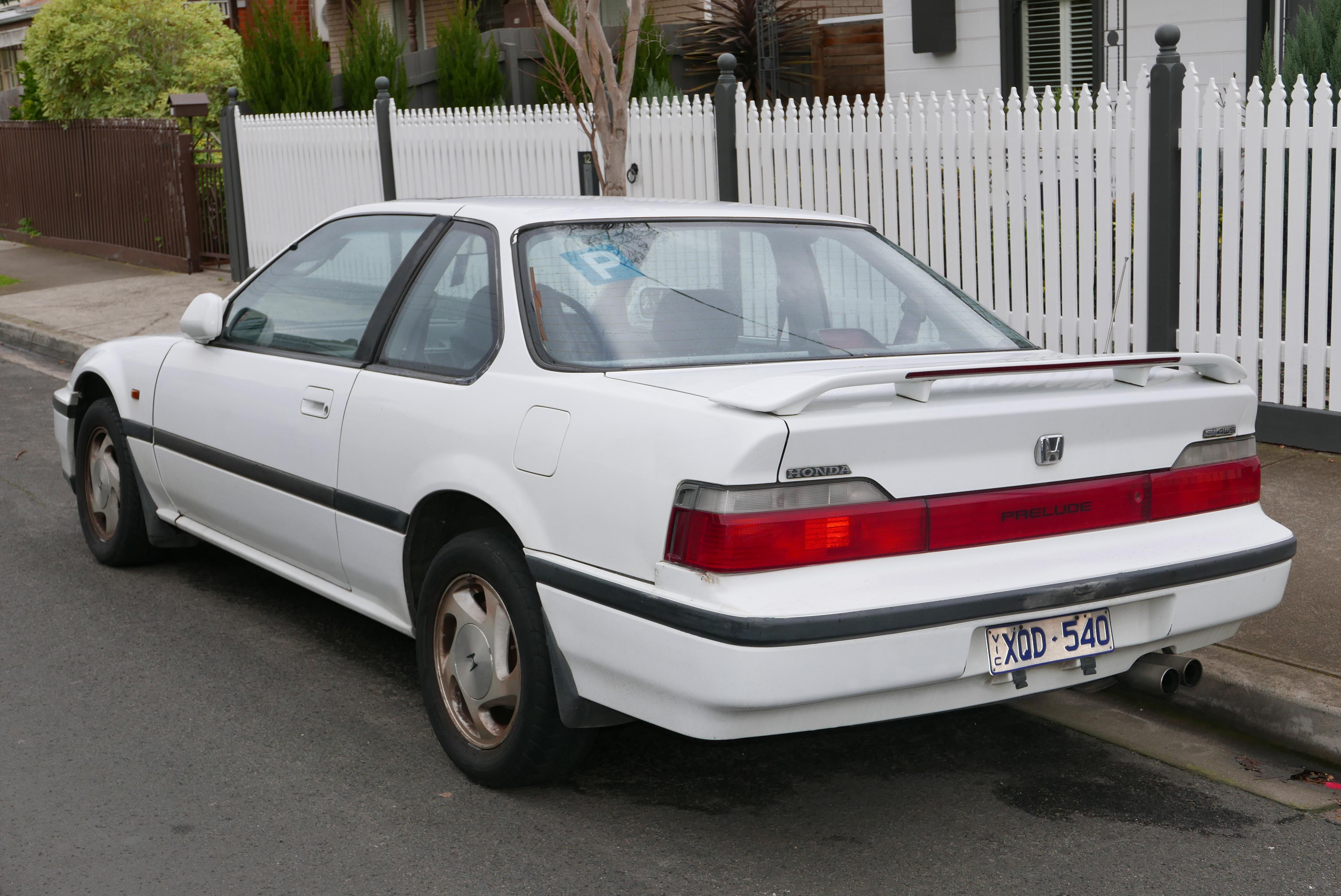 File:1991 Honda Prelude Si 4WS Coupe (2015 07 24) 02