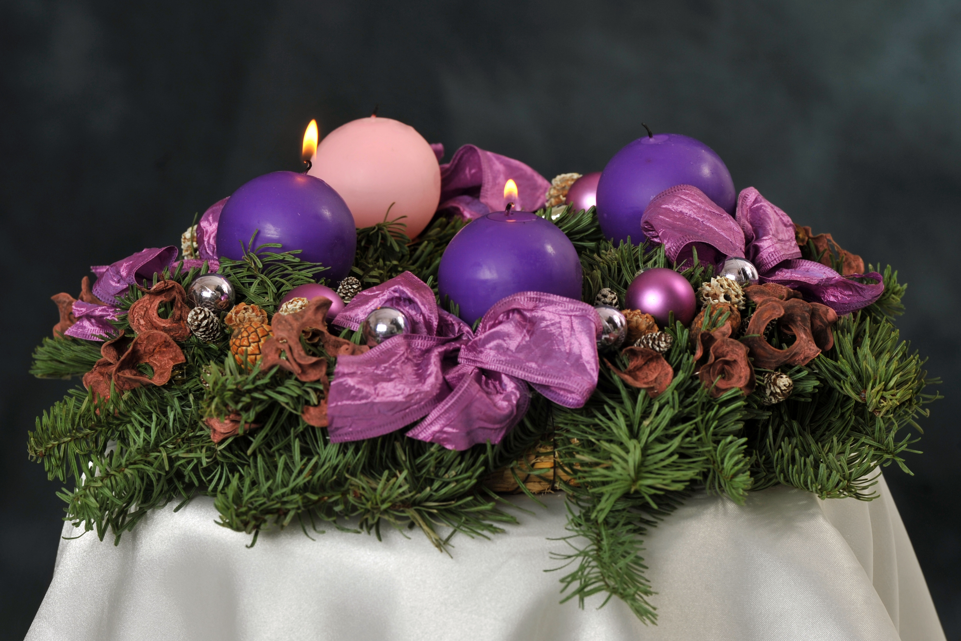 file advent wreath with violet and rose candles. Black Bedroom Furniture Sets. Home Design Ideas