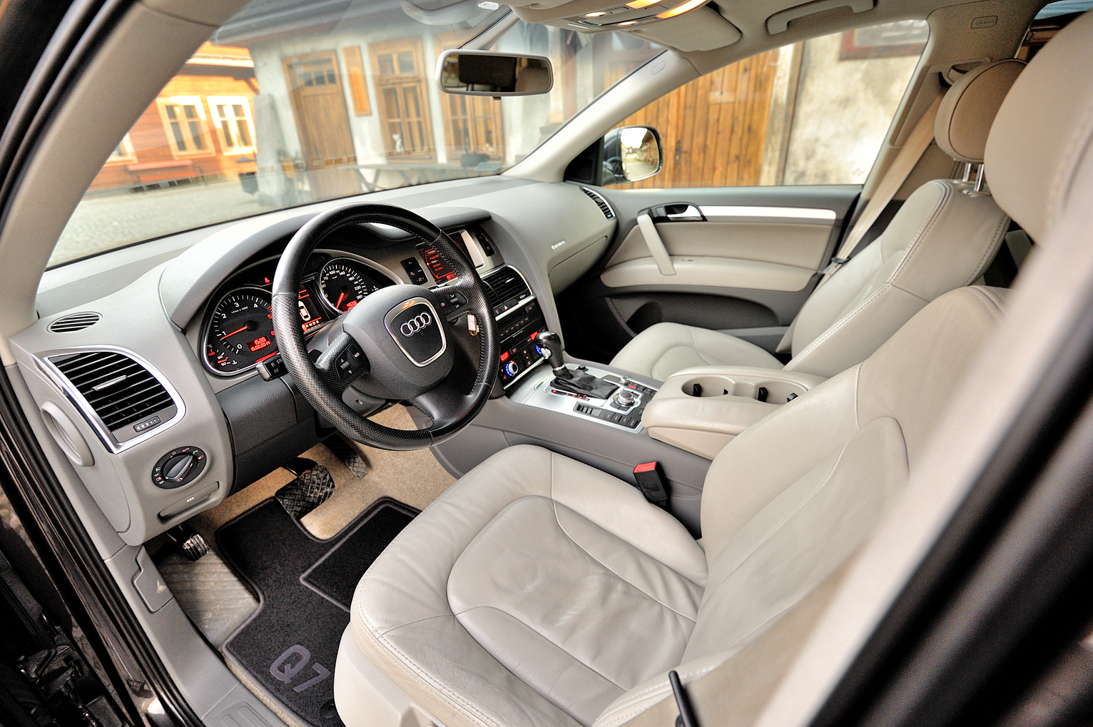 FileAudi Q7 interiorpng Wikimedia Commons