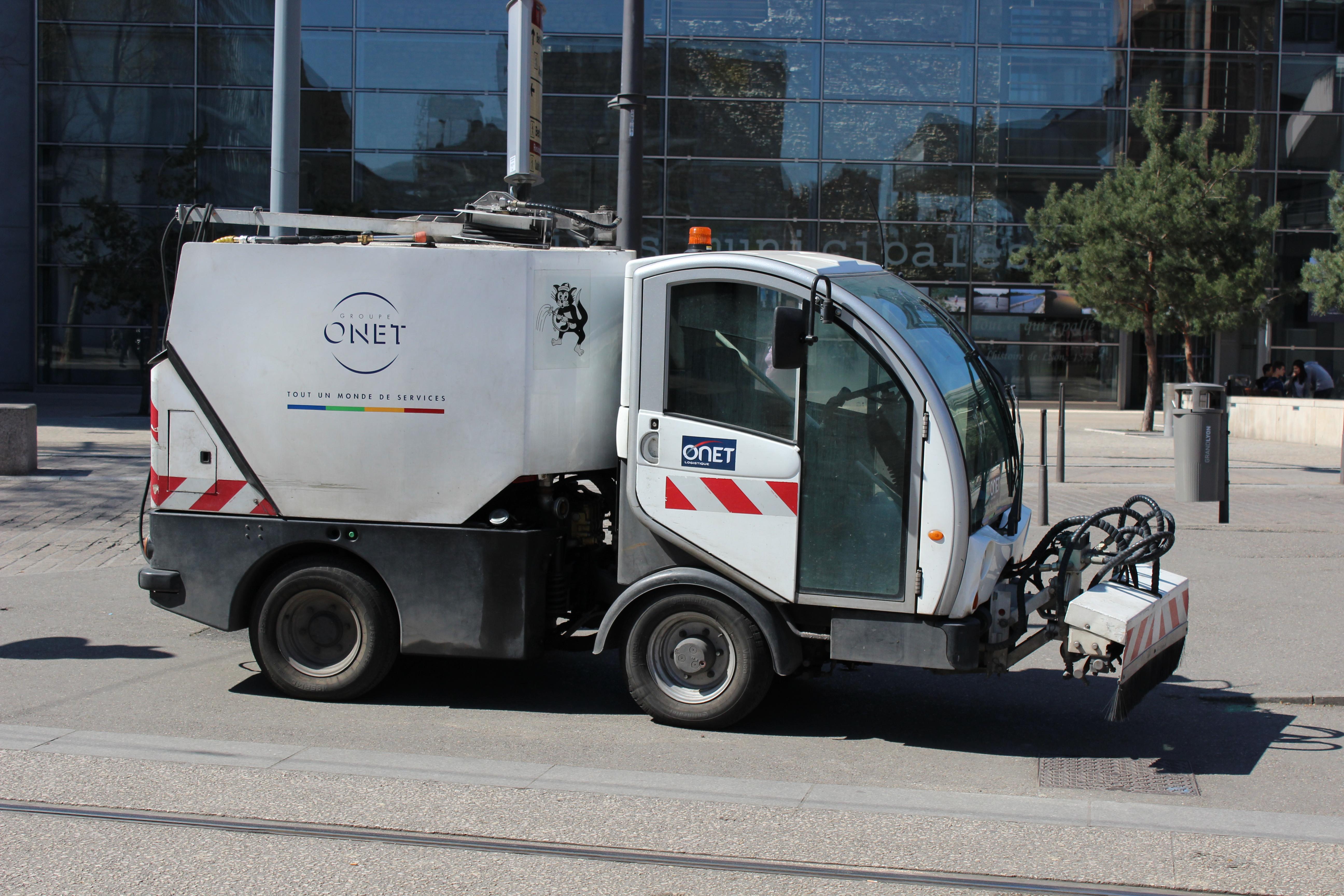 Balayeuse de voirie ONET (Street sweeper) - Citycat 2020 Euro 6.JPG