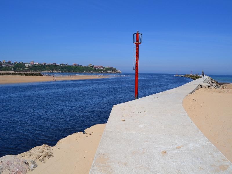 File:Barra de entrada al Puerto de Suances (Cantabria).jpg