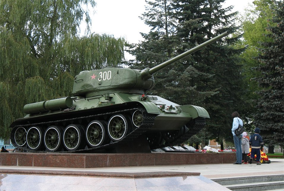 A T-34/85 in Babruysk downtown