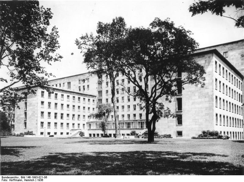 Reichsluftfahrtministerium, Bundesarchiv, Bild 146-1993-021-06 / Hoffmann, Heinrich / CC-BY-SA 3.0 [CC BY-SA 3.0 de (https://creativecommons.org/licenses/by-sa/3.0/de/deed.en)], via Wikimedia Commons