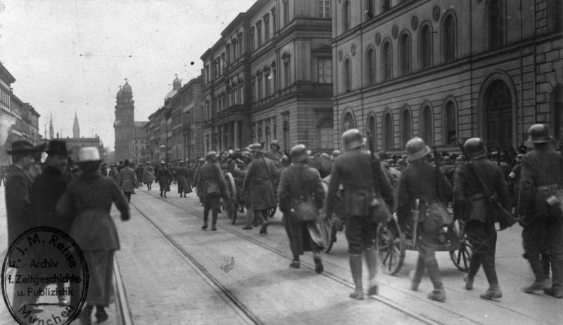 Datei:Bundesarchiv Bild 146-2006-0049, Revolution in Bayern, Gardeschützendivision.jpg