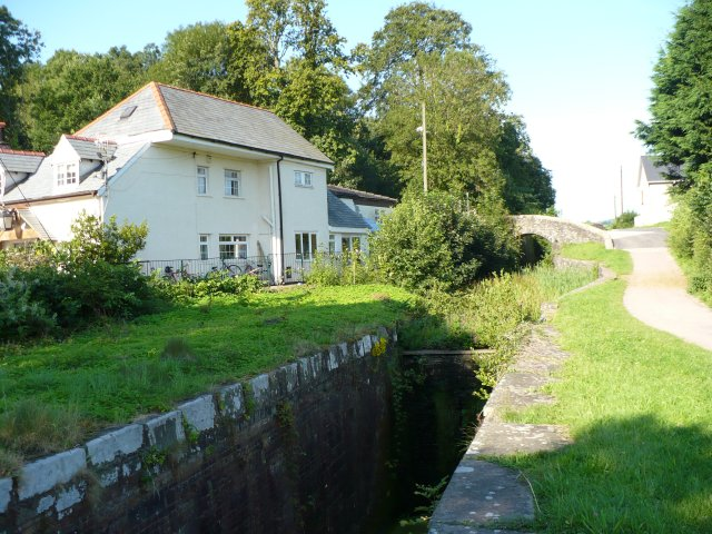 Canal near to Strawberry Farm - geograph.org.uk - 536906