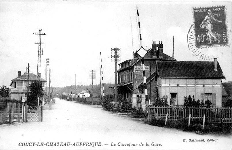 Passage à niveau de la ligne d'Anizy - Pinon à Chauny à Coucy-le-Château.