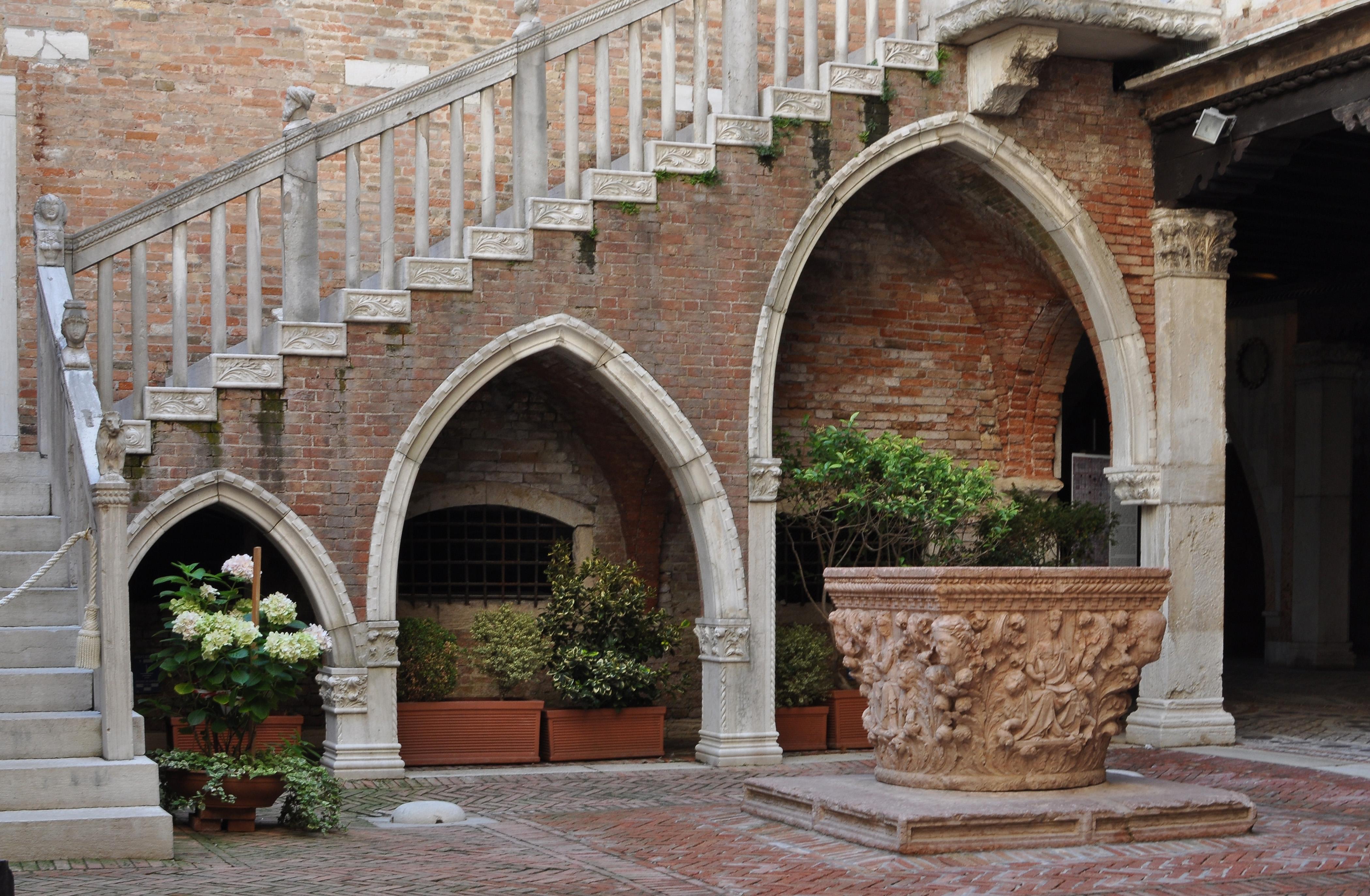 File Courtyard Of Ca D Oro Venice 005 Jpg Wikimedia Commons