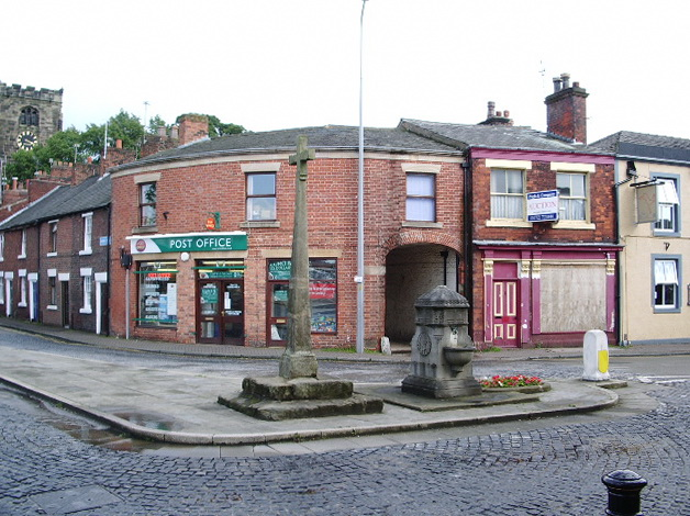 Cross and Drinking Fountain, Towngate, Leyland - geograph.org.uk - 500115