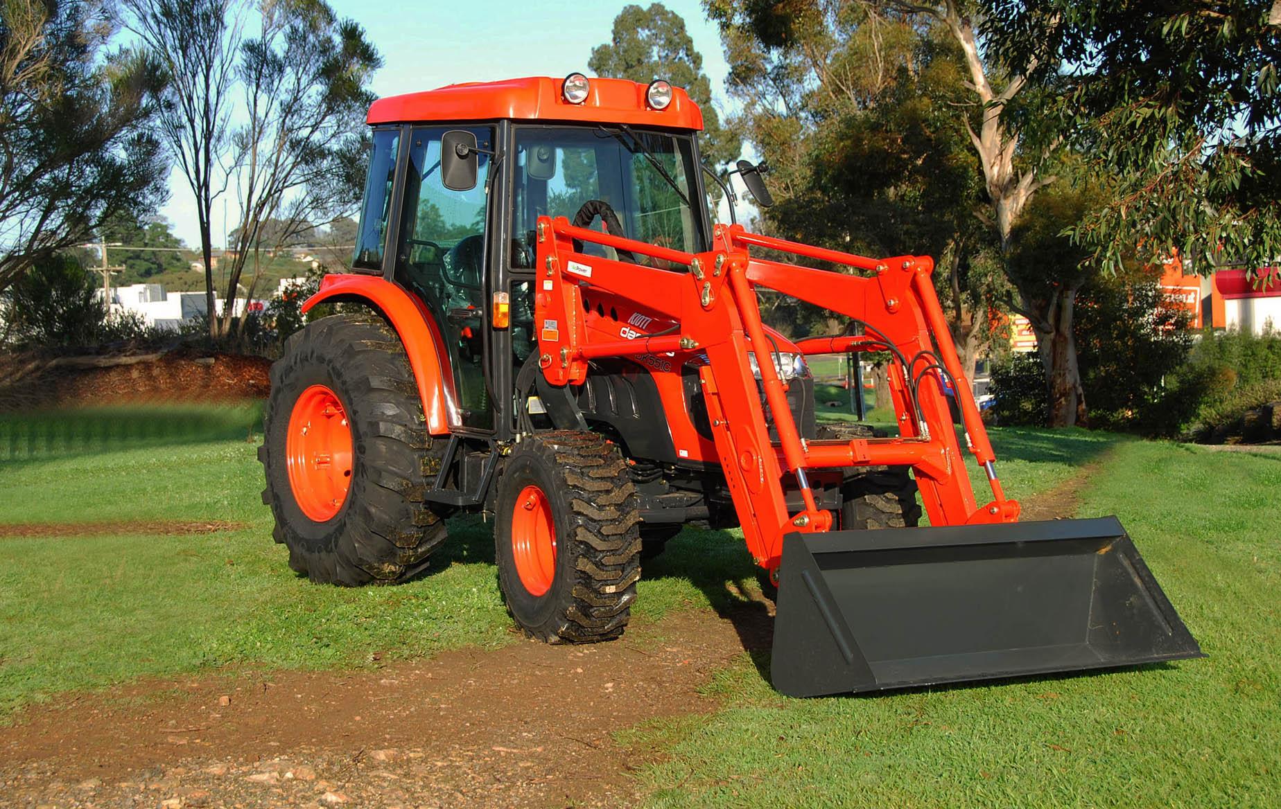 File:Daedong-Kioti Tractor DK551 jpg - Wikimedia Commons