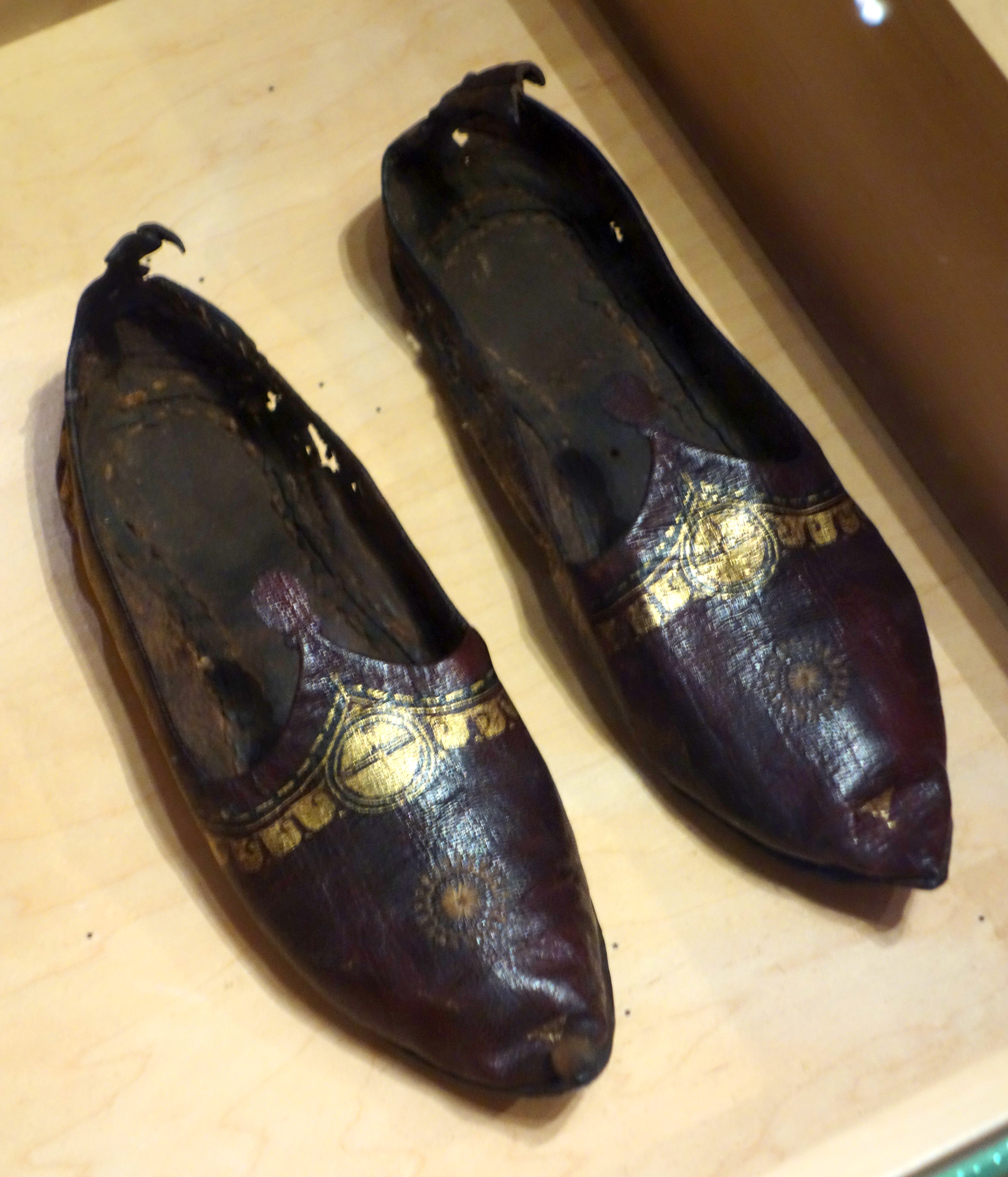 Th Century Shoes Canada