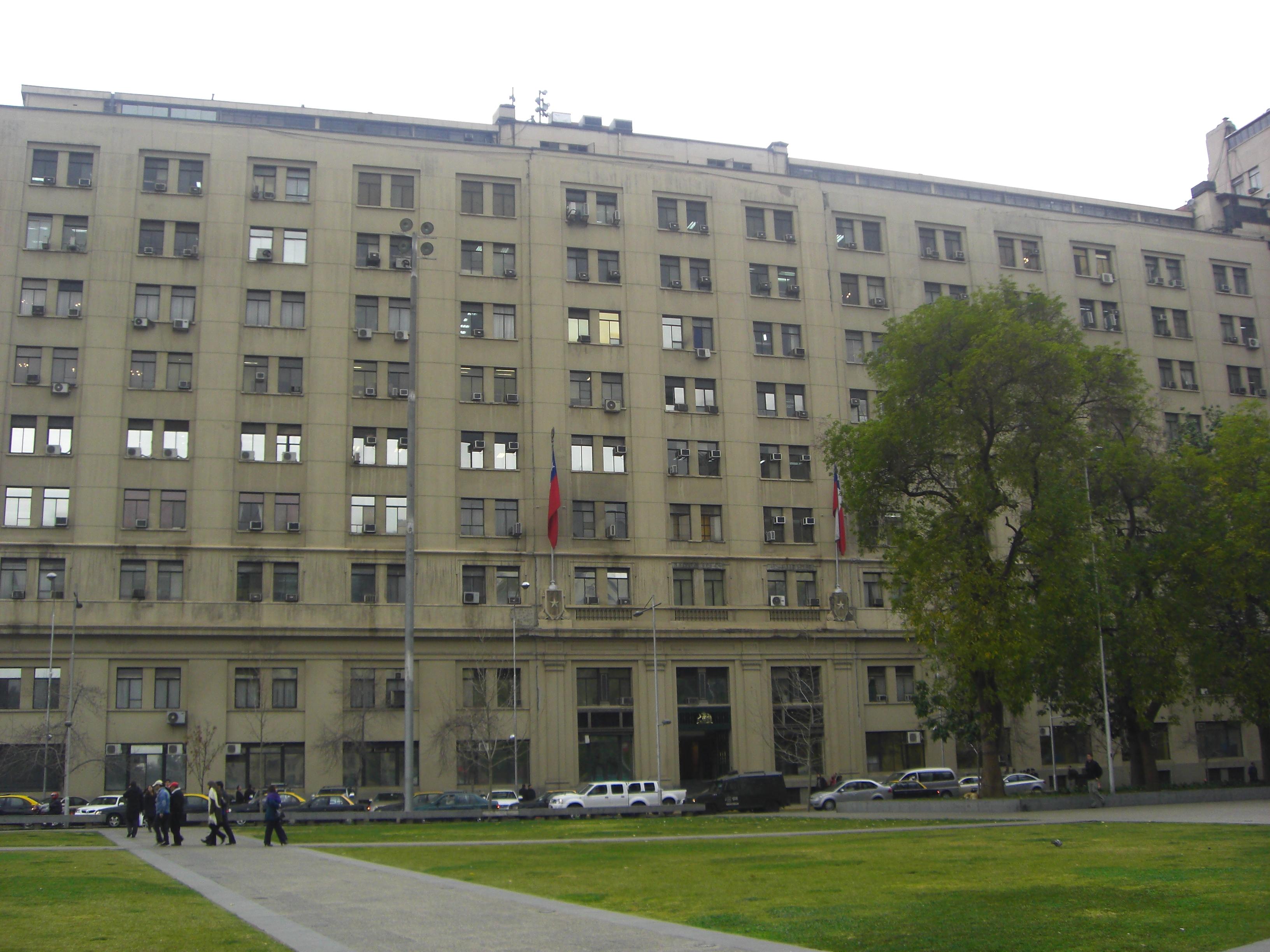 File fachada ministerio de defensa jpg wikimedia commons for Ministerio de defenza