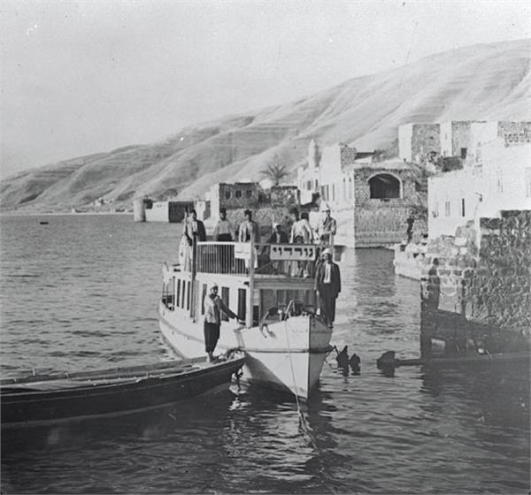 Ferry_between_Samakh_and_Tiberias._1919.
