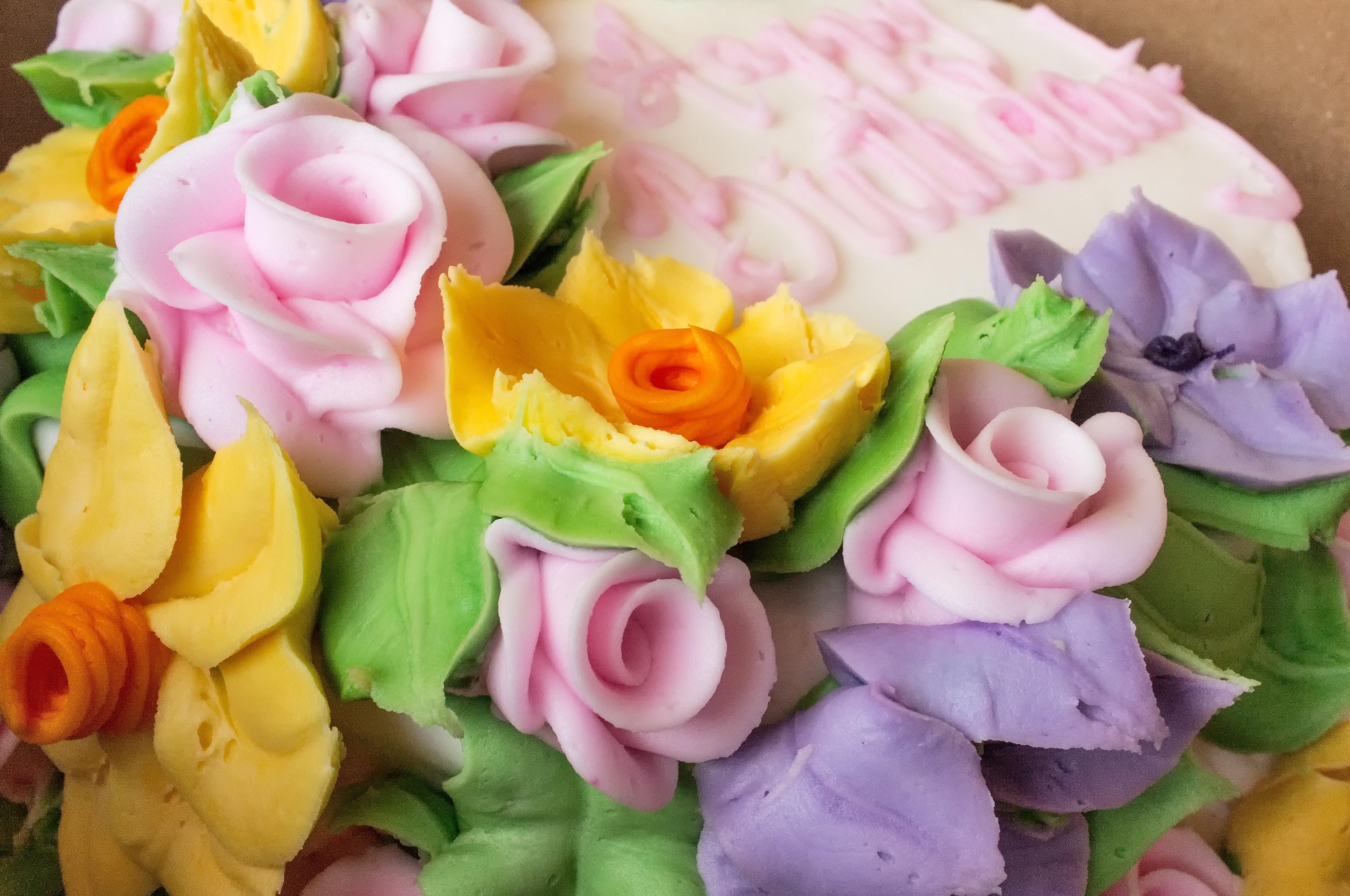 Amazing File Floral Birthday Cake 10681953976 Wikimedia Commons Personalised Birthday Cards Arneslily Jamesorg