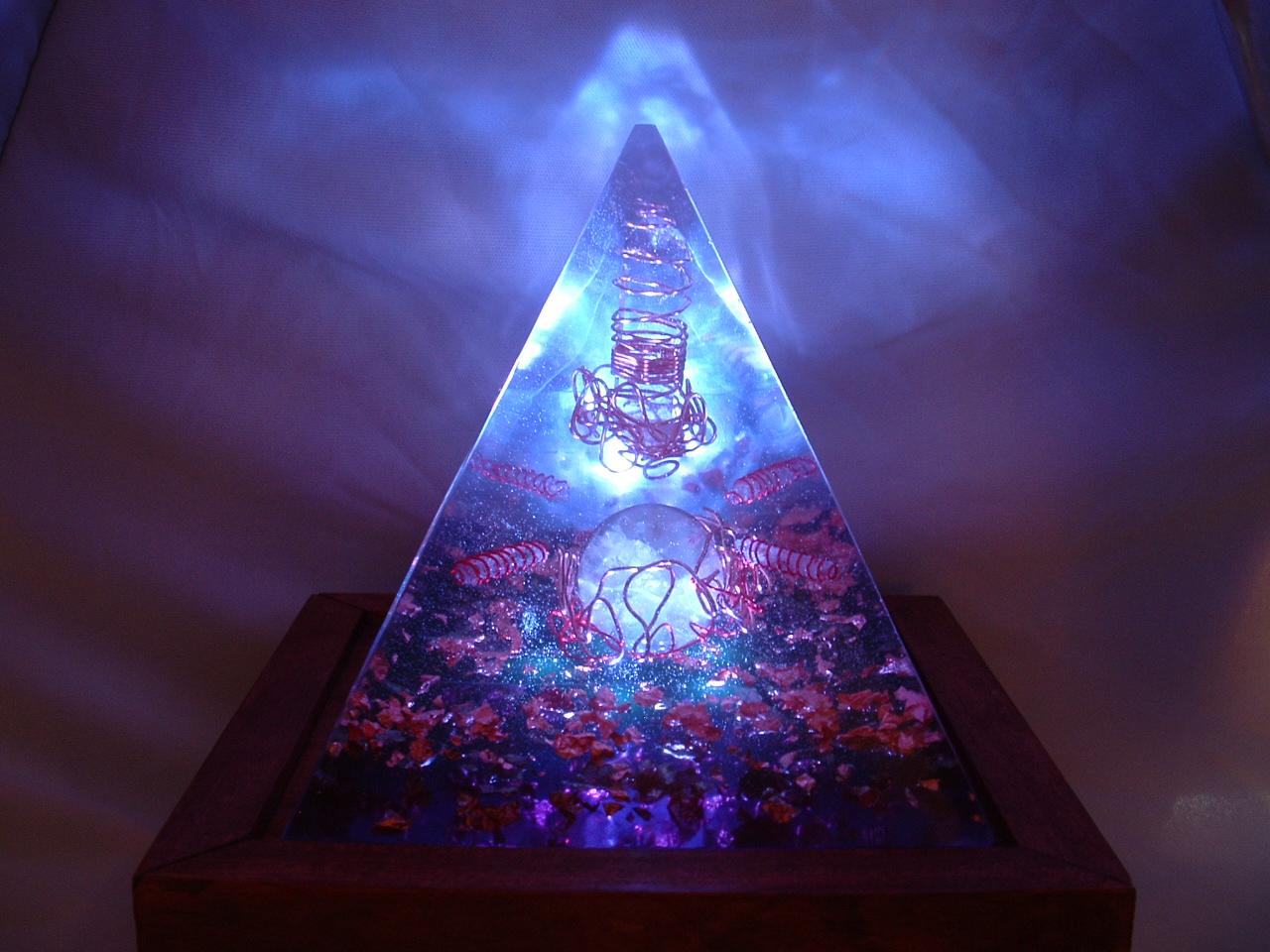 File:Flourite Orgone Pyramid jpg - Wikimedia Commons